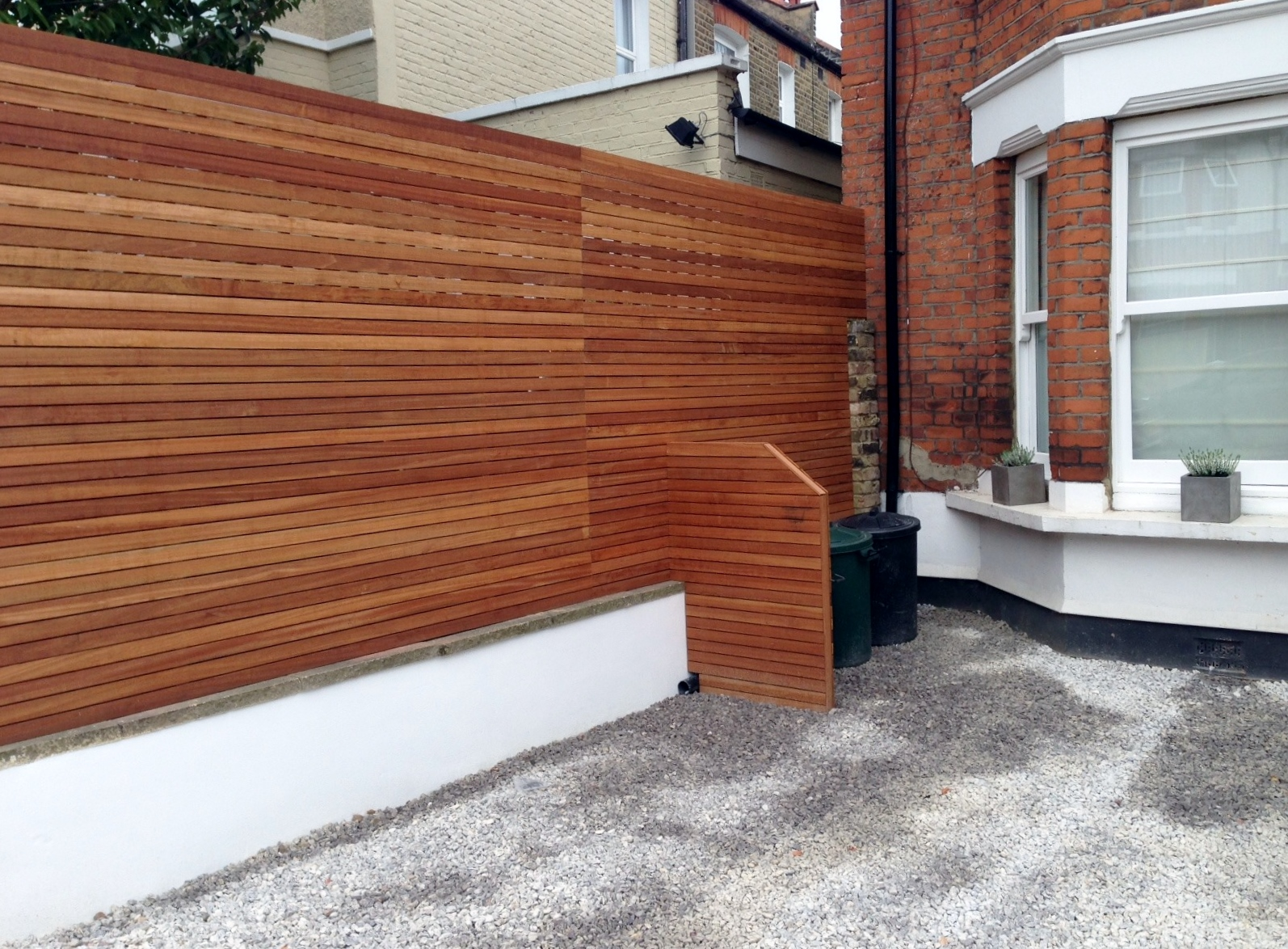 front garden drivewat gravel travertine paving path hardwood privacy screen trellis tooting london (1)