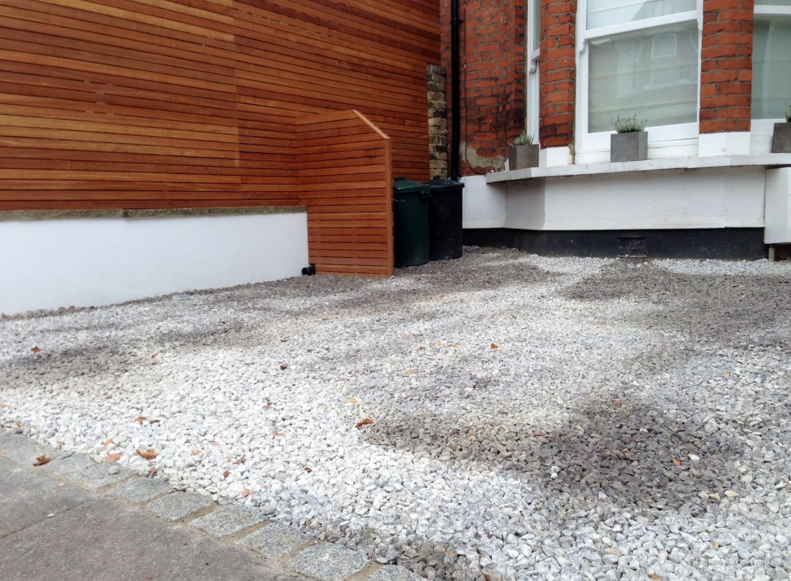 front garden drivewat gravel travertine paving path hardwood privacy screen trellis tooting london (14)