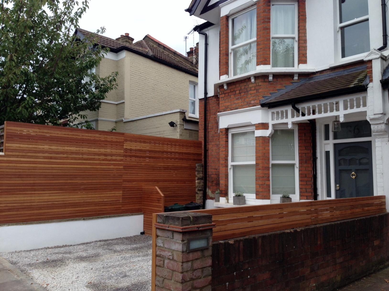 front garden drivewat gravel travertine paving path hardwood privacy screen trellis tooting london (15)