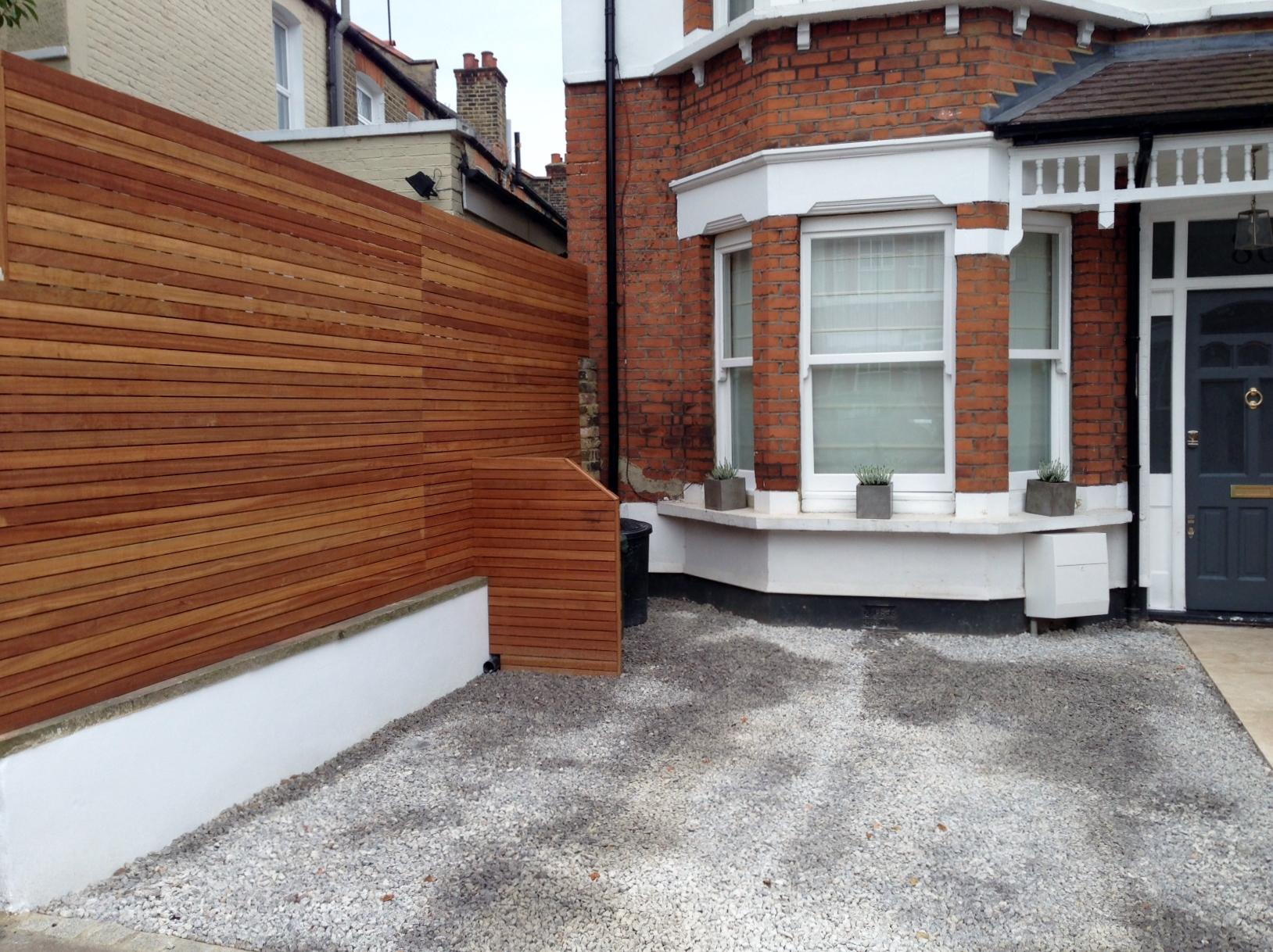 front garden drivewat gravel travertine paving path hardwood privacy screen trellis tooting london (2)
