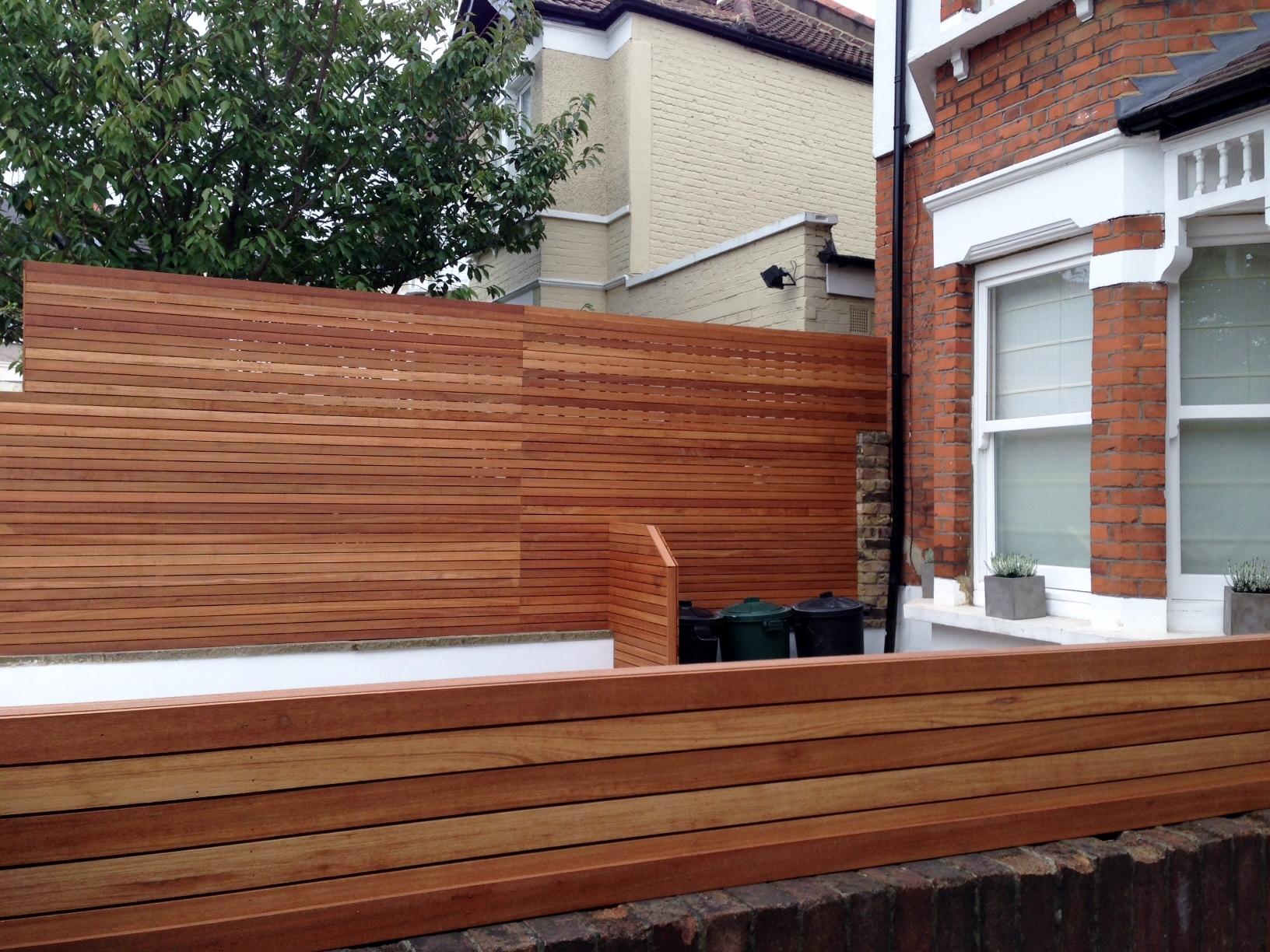 front garden drivewat gravel travertine paving path hardwood privacy screen trellis tooting london (23)
