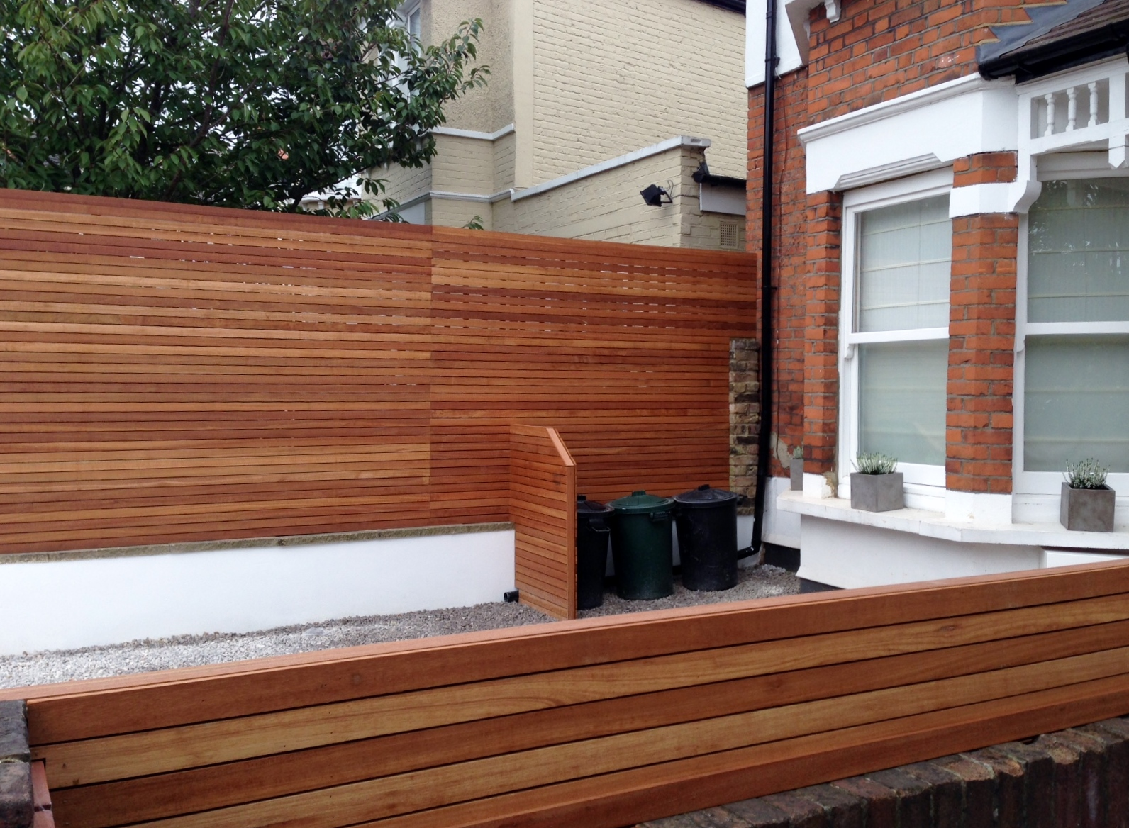 front garden drivewat gravel travertine paving path hardwood privacy screen trellis tooting london (24)