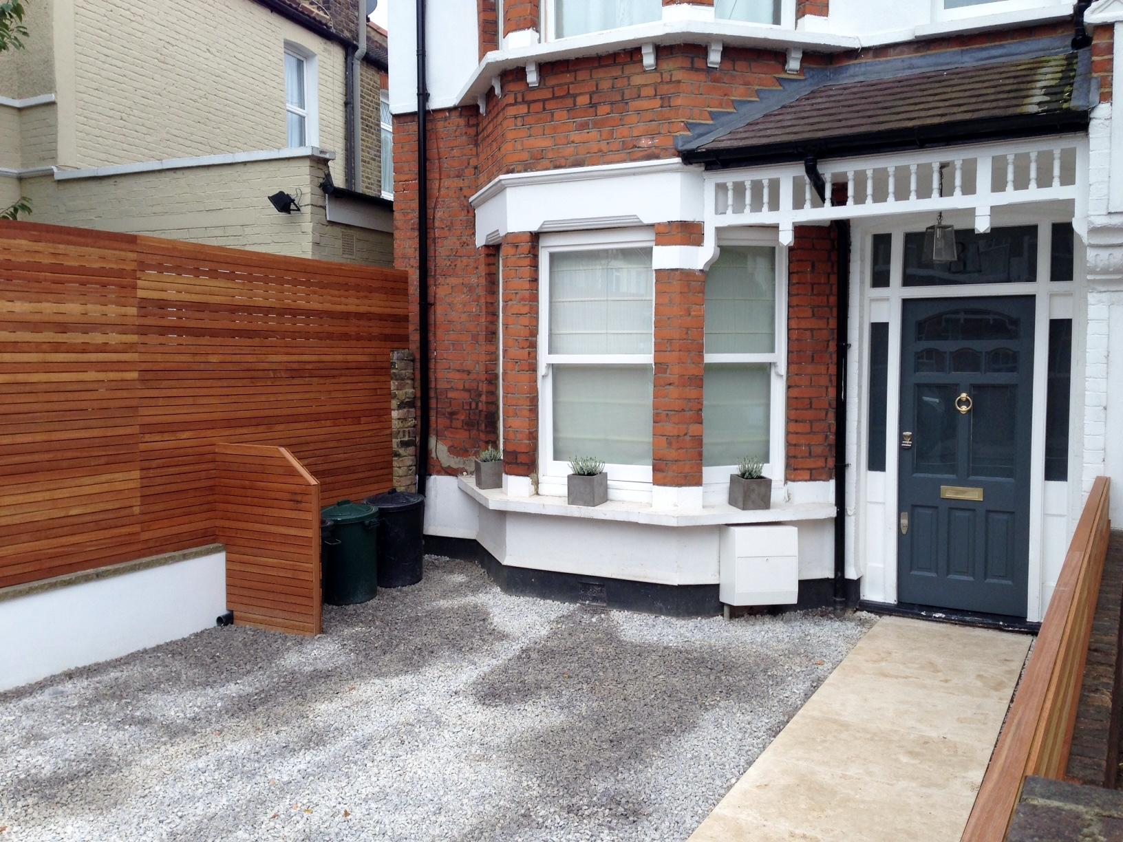 front garden drivewat gravel travertine paving path hardwood privacy screen trellis tooting london (28)