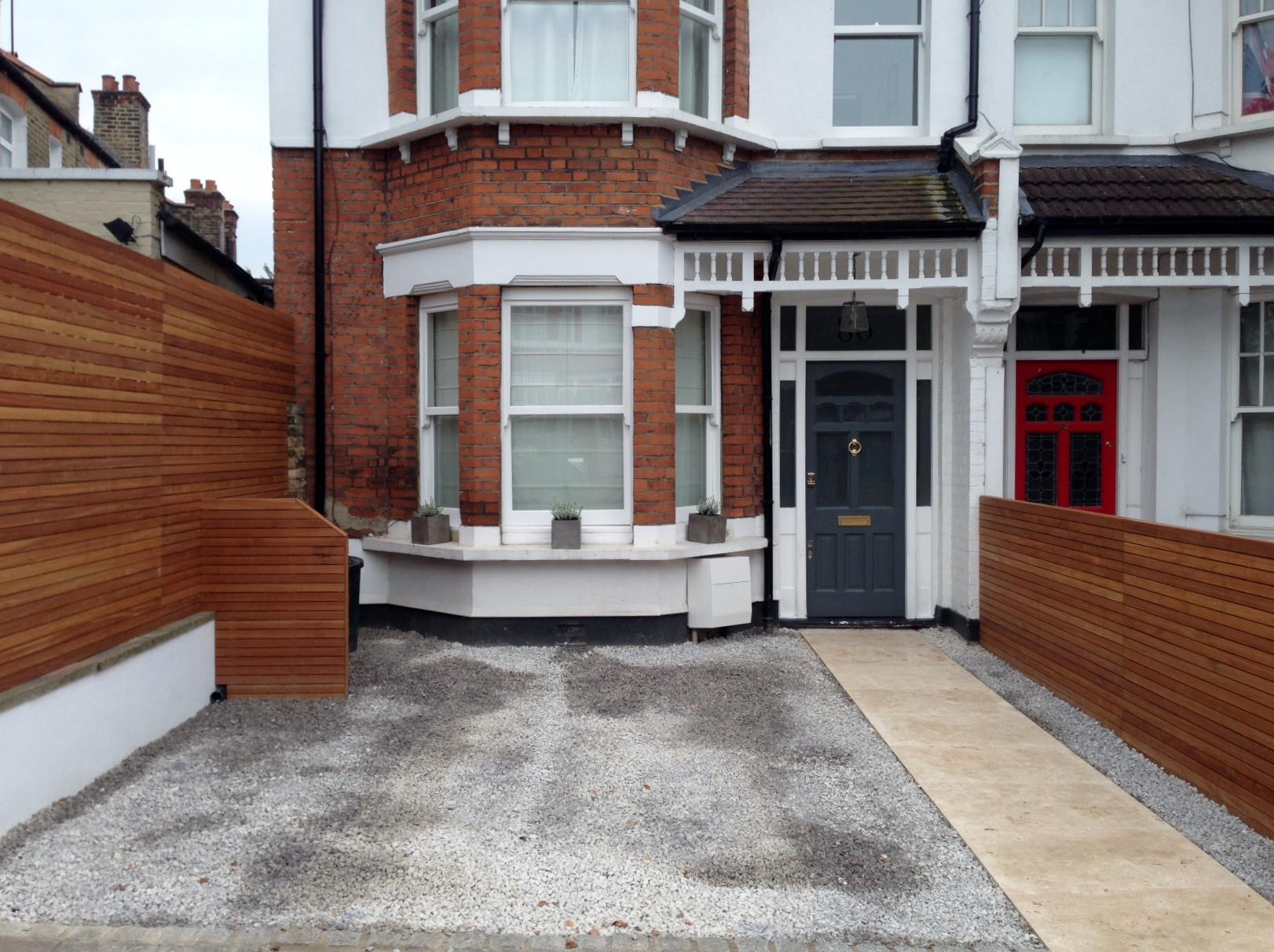front garden drivewat gravel travertine paving path hardwood privacy screen trellis tooting london (29)