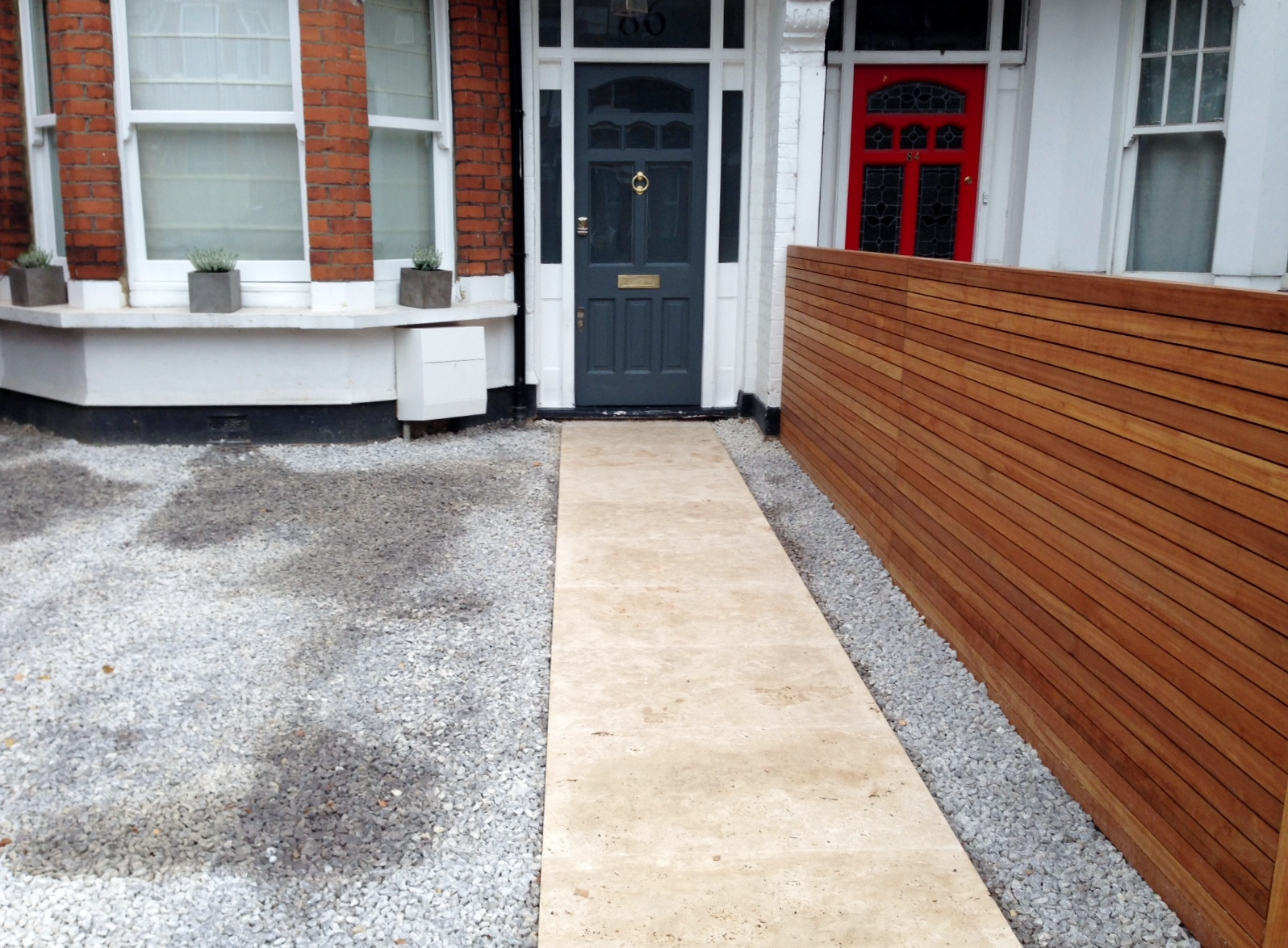 front garden drivewat gravel travertine paving path hardwood privacy screen trellis tooting london (31)