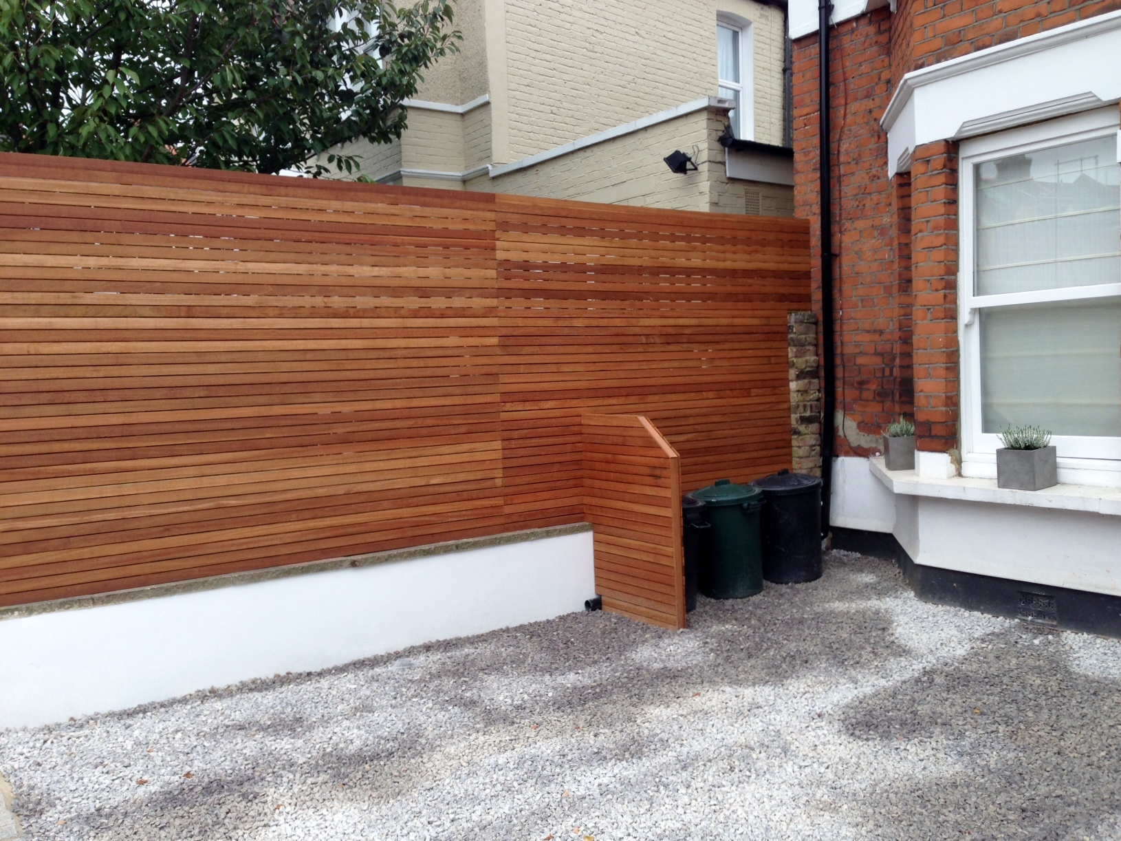 front garden drivewat gravel travertine paving path hardwood privacy screen trellis tooting london (5)