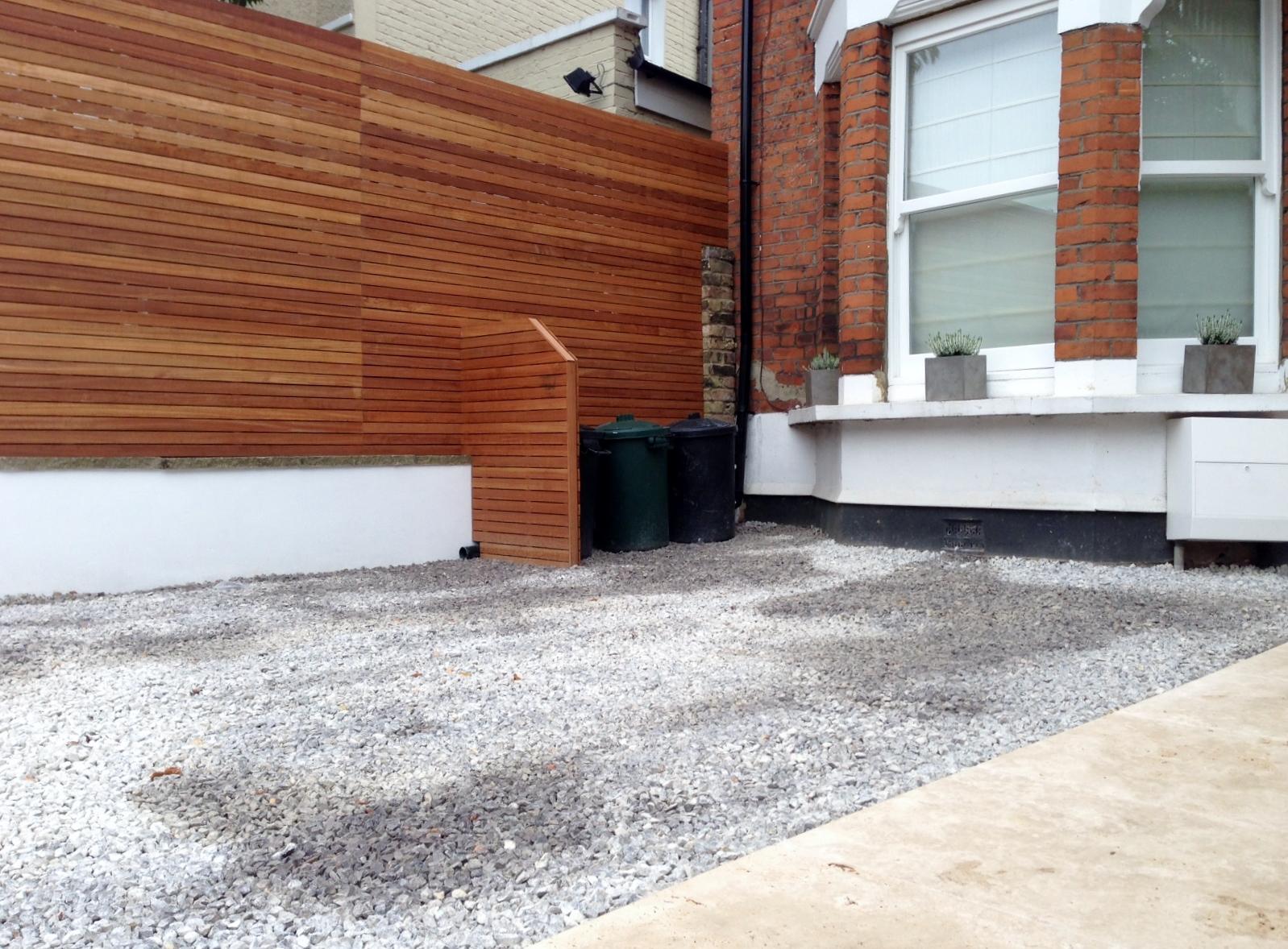 front garden drivewat gravel travertine paving path hardwood privacy screen trellis tooting london (6)