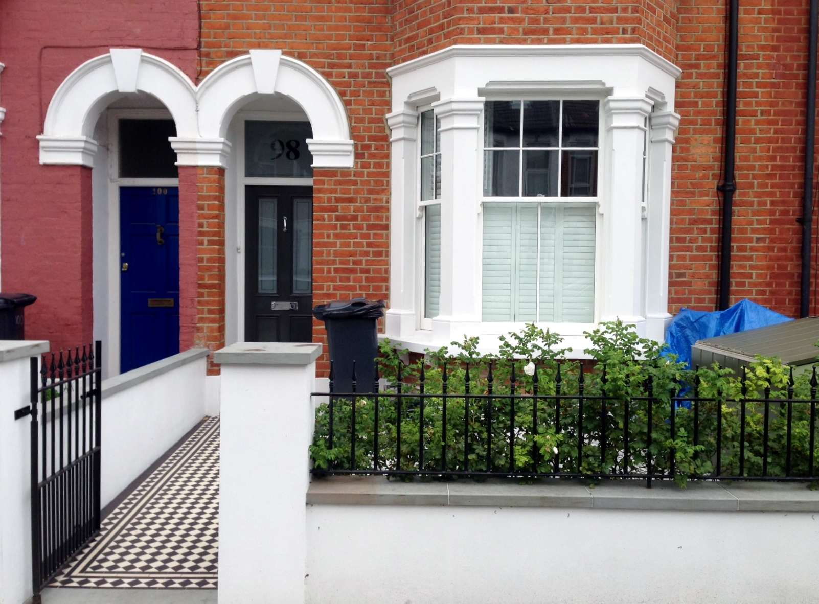 front garden render plaster wall victorian mosaic tile path rails and pebbles london (1)