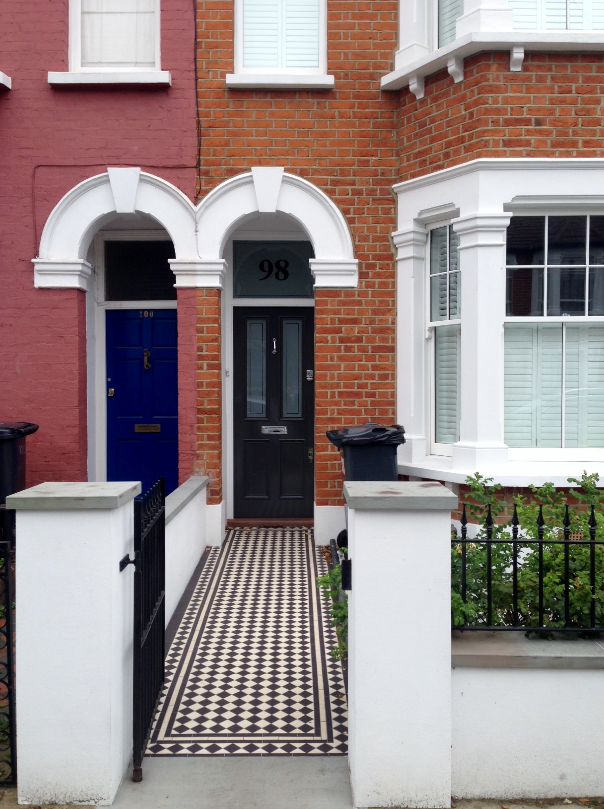 front garden render plaster wall victorian mosaic tile path rails and pebbles london (2)