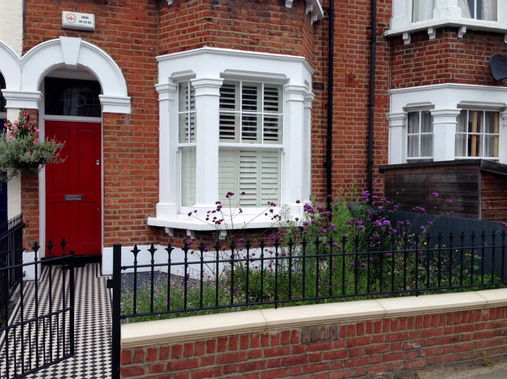 red garden brick wall london rail and gate victorian black and white mosaic tile path balham london (1)