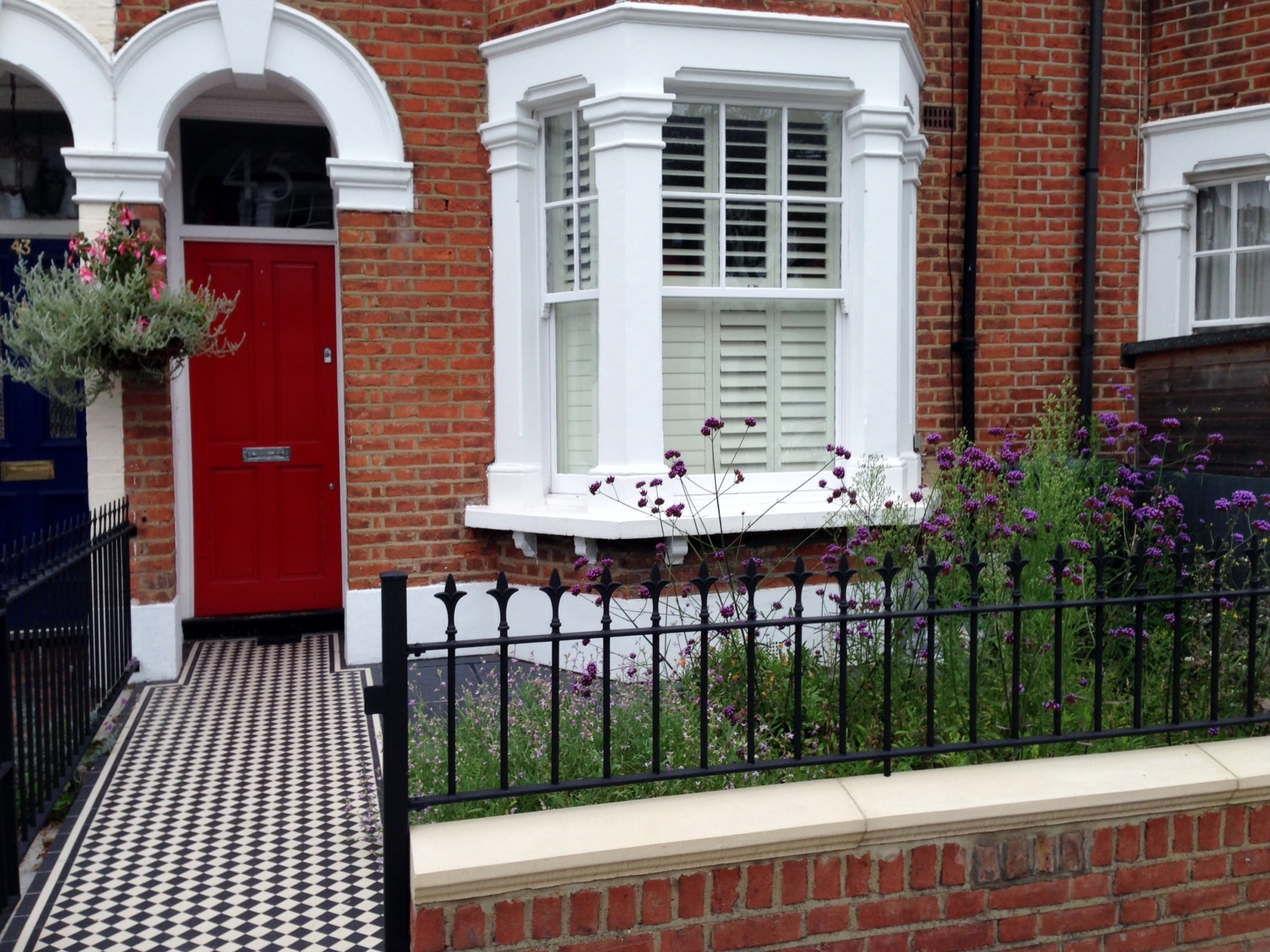 red garden brick wall london rail and gate victorian black and white mosaic tile path balham london (4)