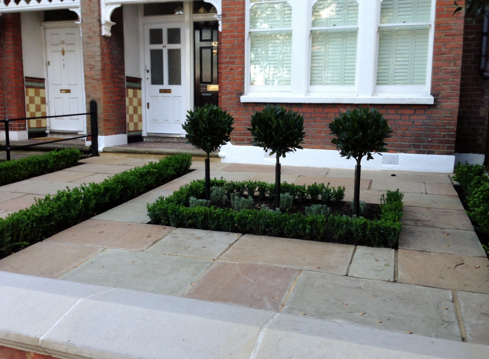 Imperial red brick London wall stone  pier caps sandstone paving and formal topiary classic front garden Balham (12)