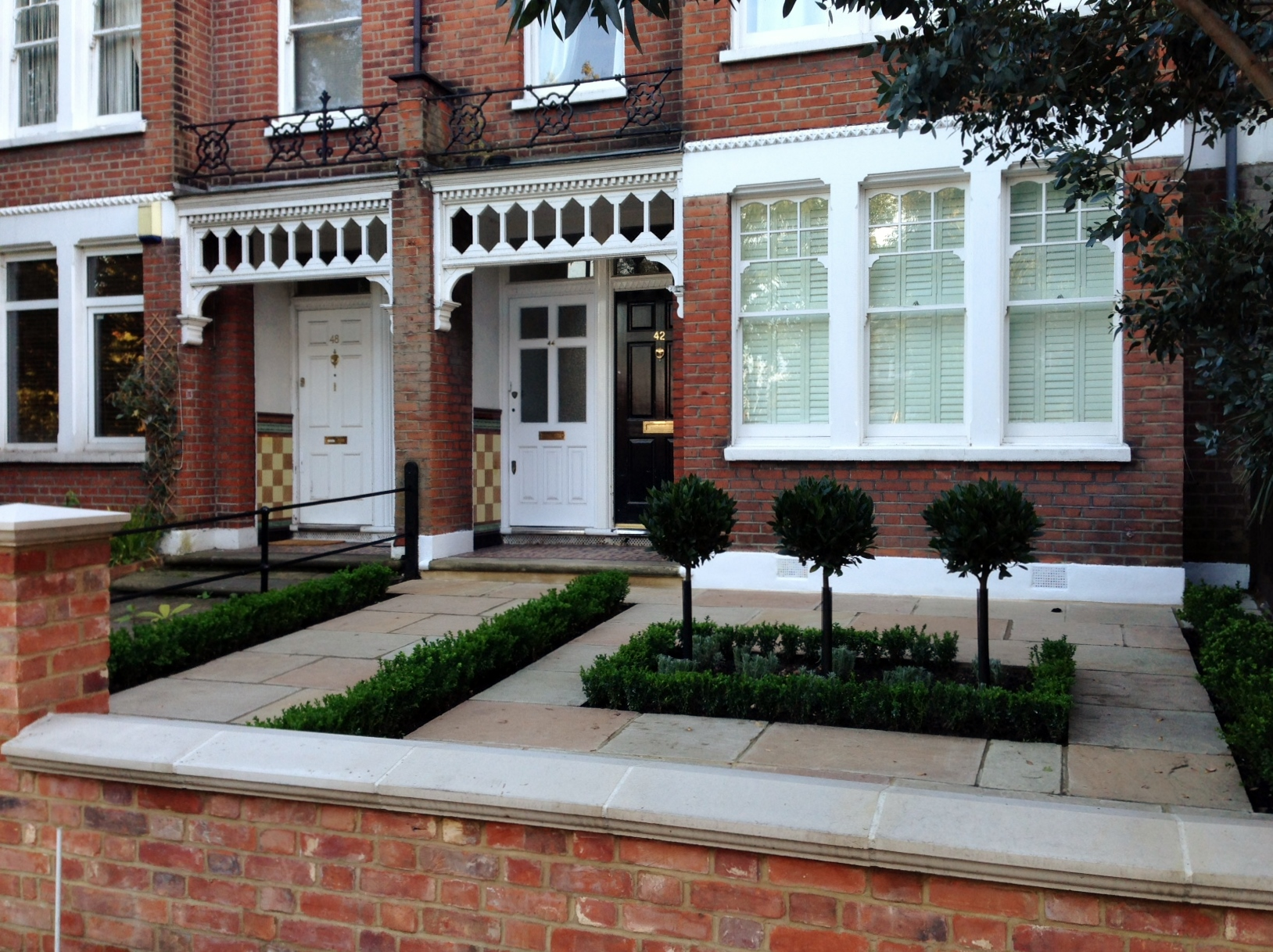 Imperial red brick London wall stone  pier caps sandstone paving and formal topiary classic front garden Balham (13)