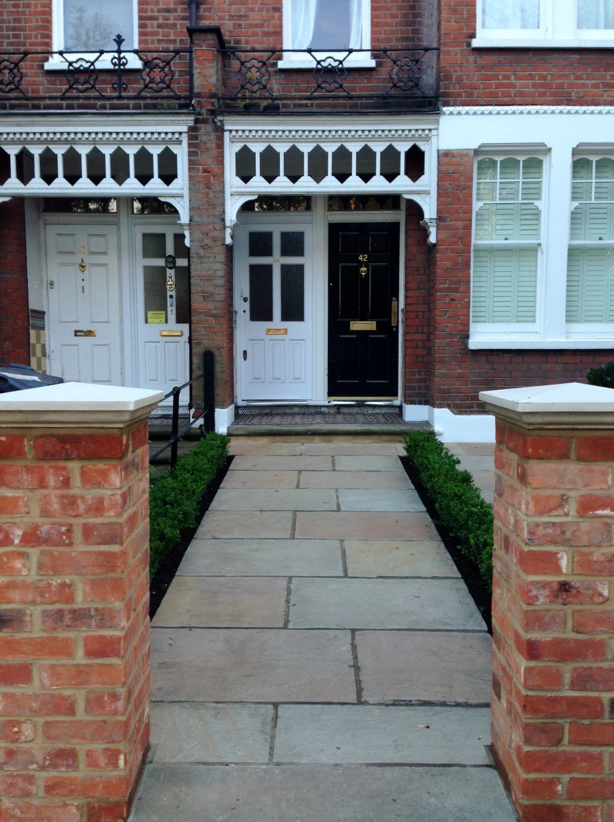 Imperial red brick London wall stone  pier caps sandstone paving and formal topiary classic front garden Balham (15)