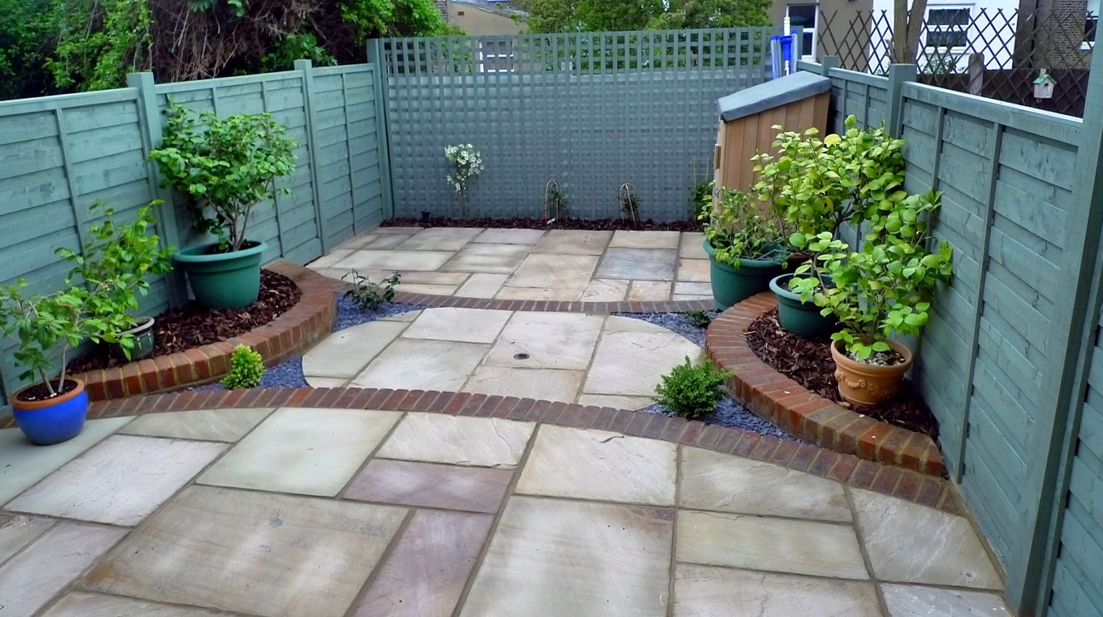 circles of paving sandstone brick edge raised beds london (1)