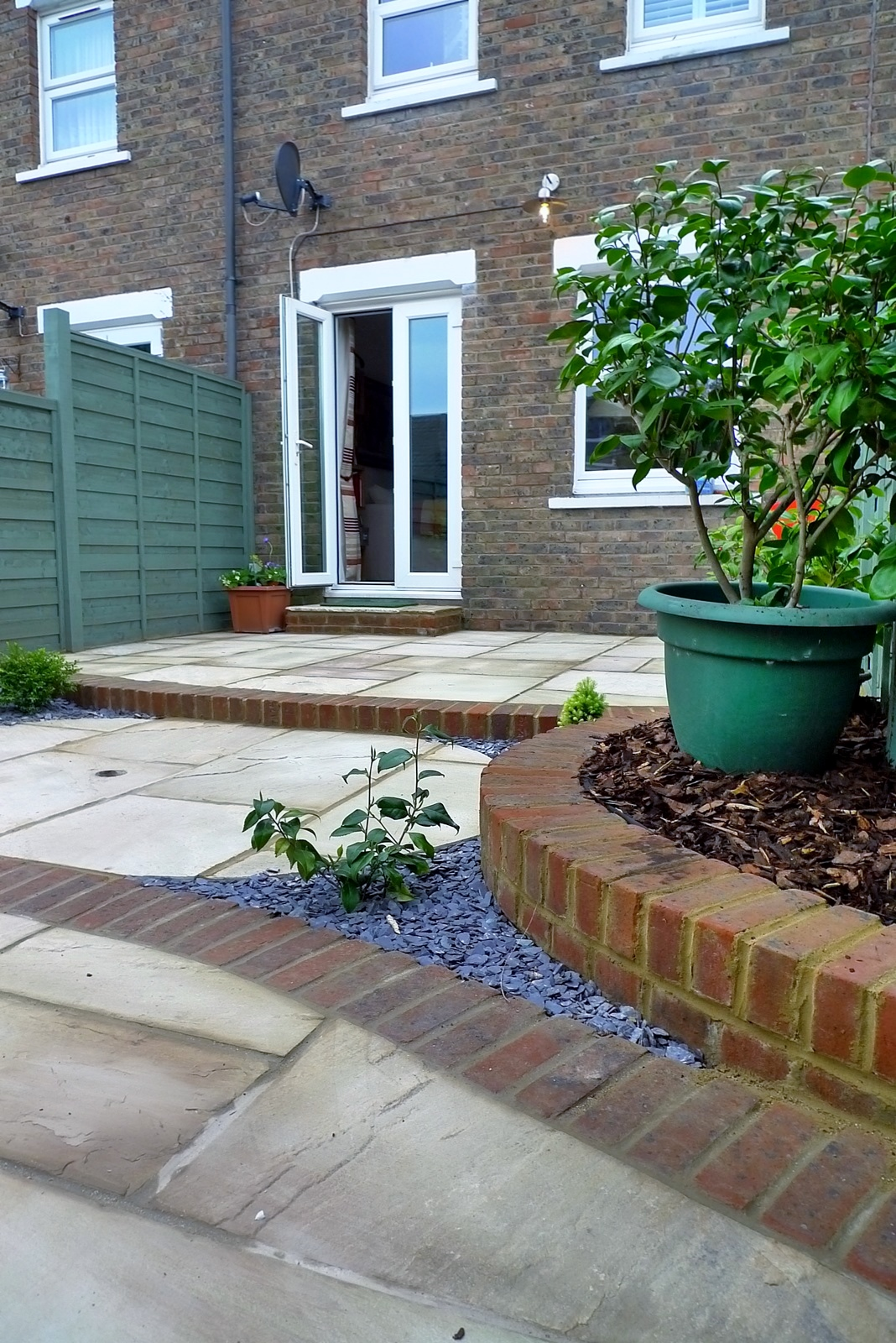 circles of paving sandstone brick edge raised beds london (10)