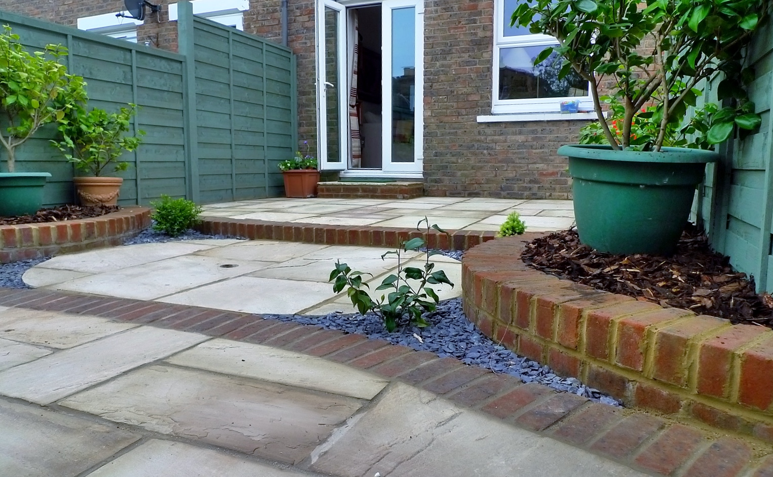 circles of paving sandstone brick edge raised beds london (11)