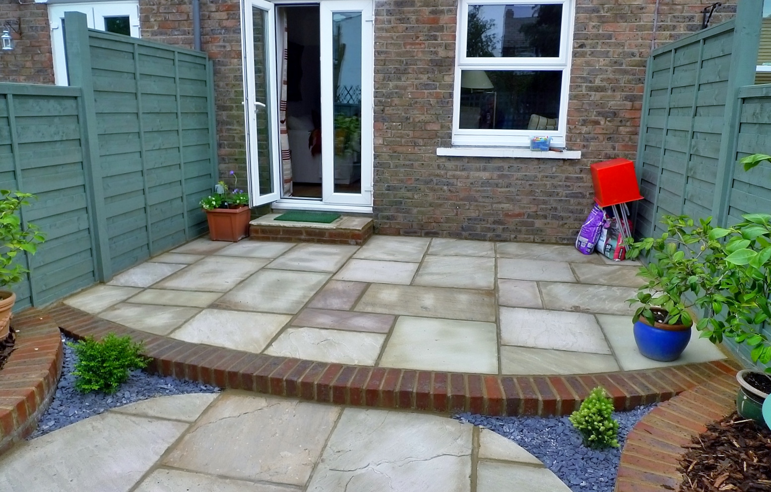 circles of paving sandstone brick edge raised beds london (12)
