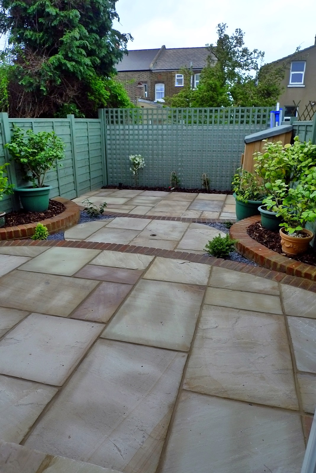 circles of paving sandstone brick edge raised beds london (2)