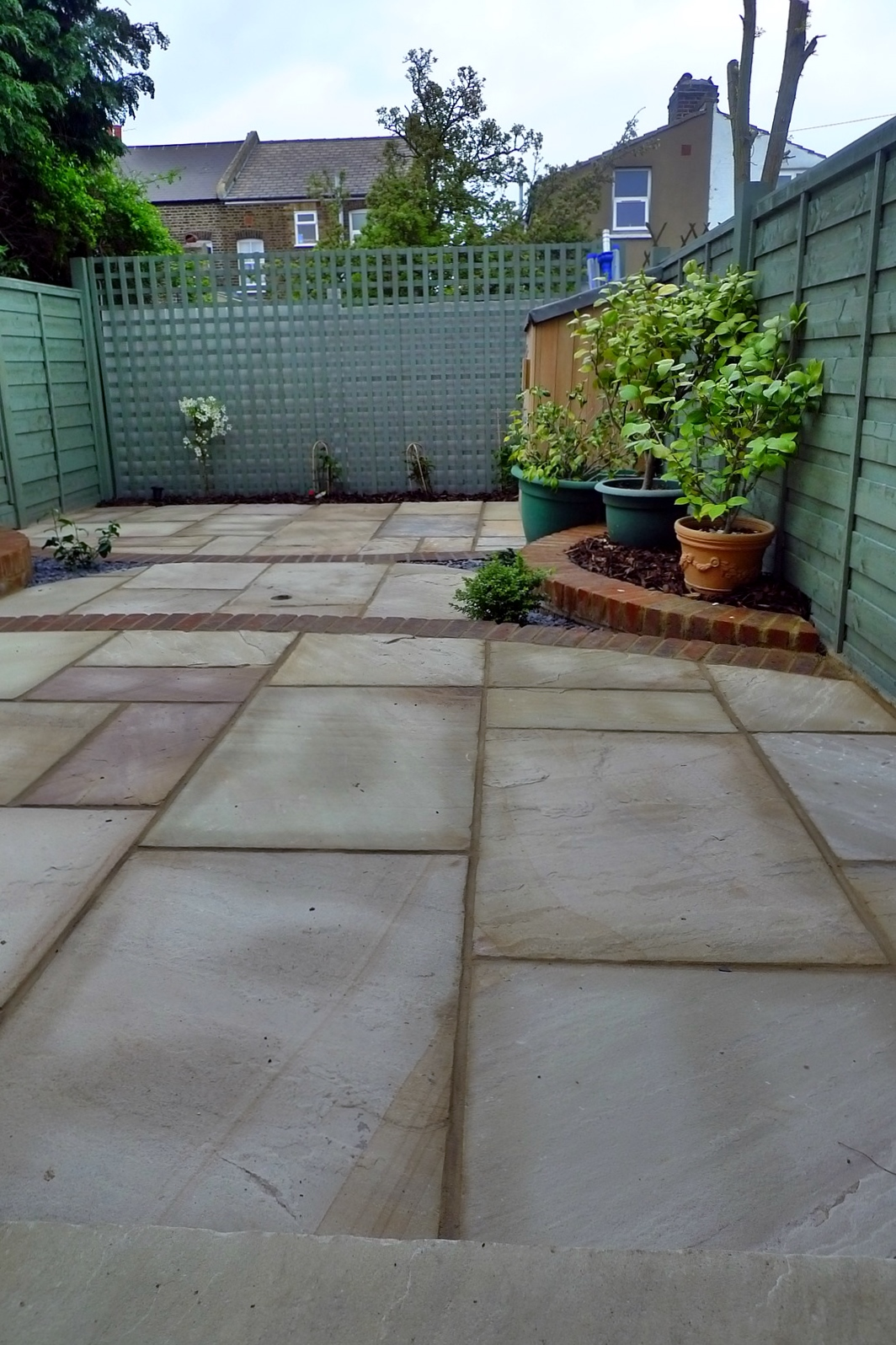 circles of paving sandstone brick edge raised beds london (3)