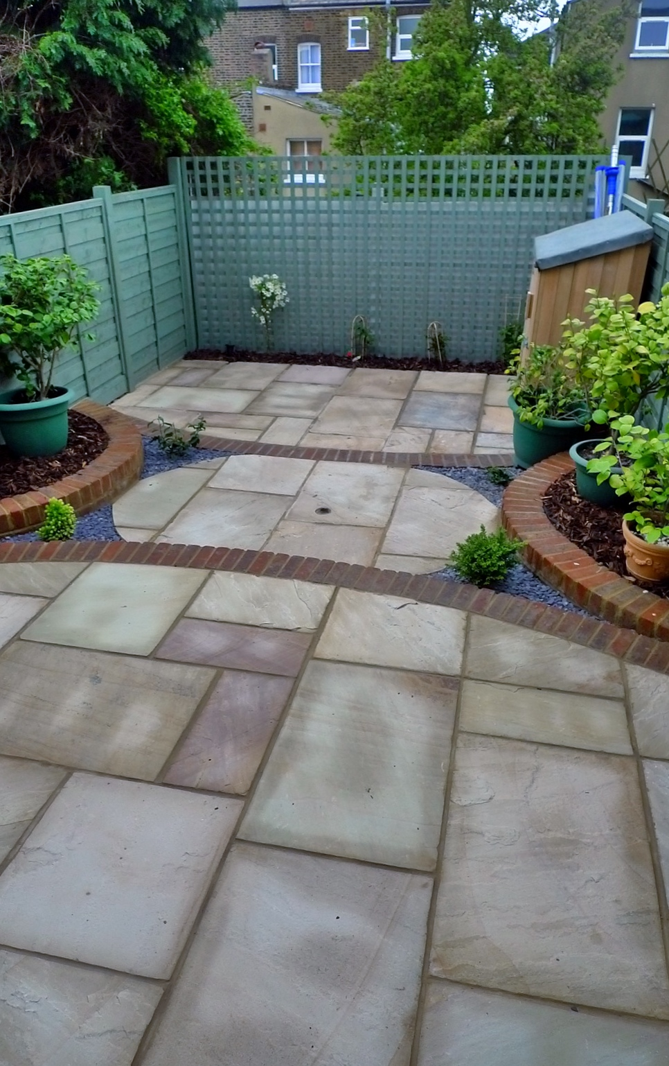 circles of paving sandstone brick edge raised beds london (4)