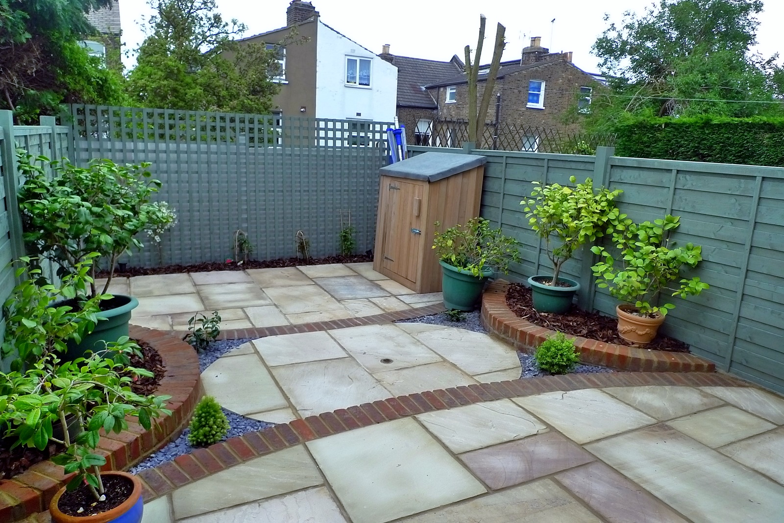 circles of paving sandstone brick edge raised beds london (5)