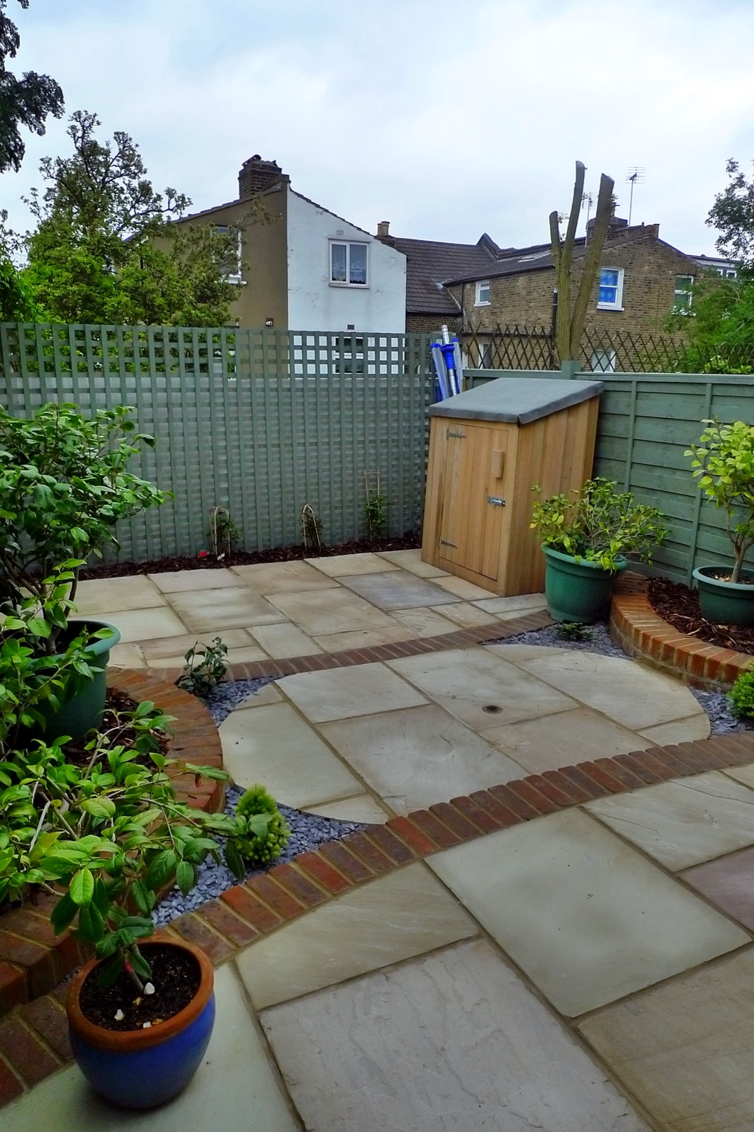 circles of paving sandstone brick edge raised beds london (6)