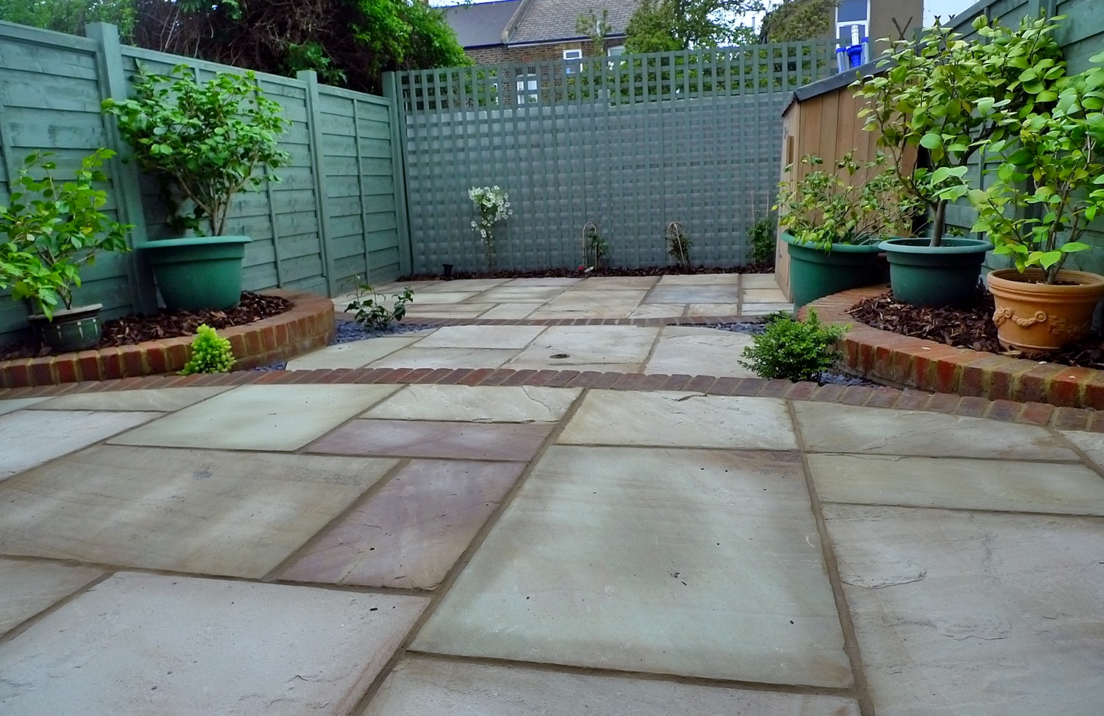 circles of paving sandstone brick edge raised beds london (7)