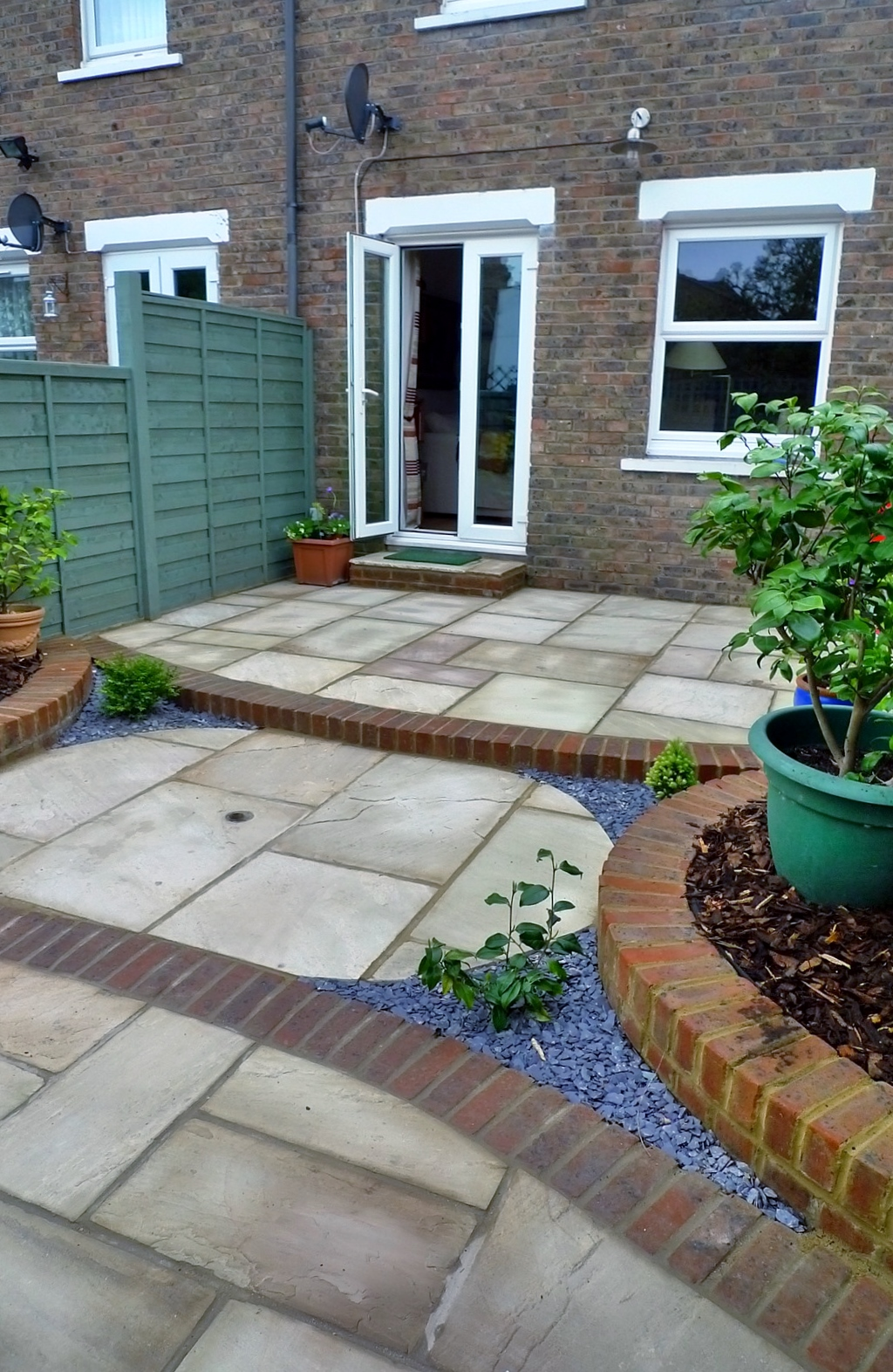 circles of paving sandstone brick edge raised beds london (8)