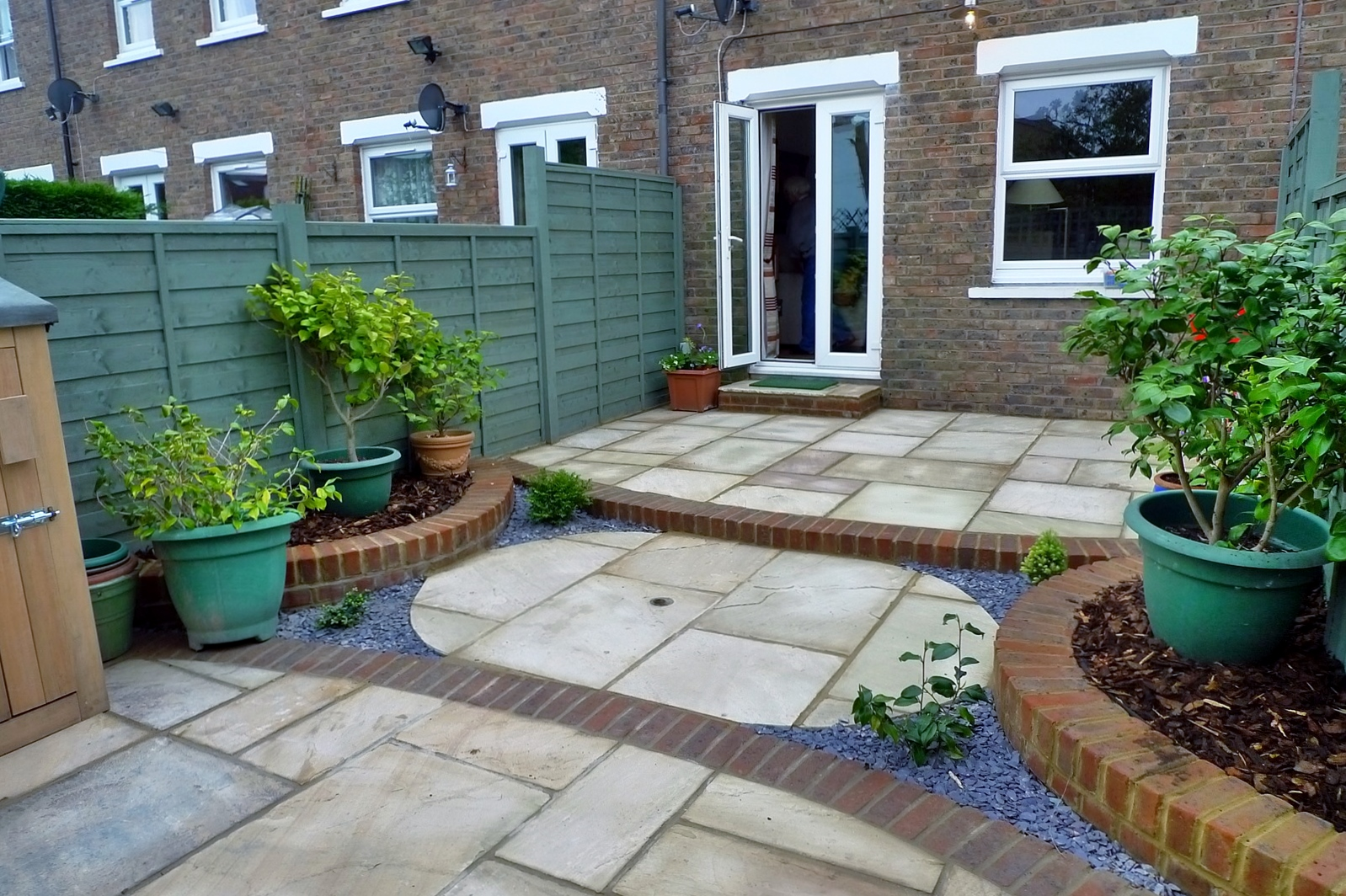 circles of paving sandstone brick edge raised beds london (9)