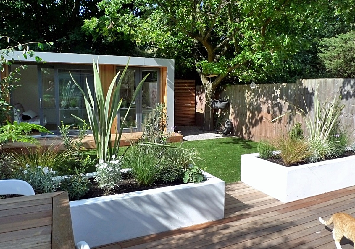 Clapham and balham modern garden design decking planting for Modern garden decking designs