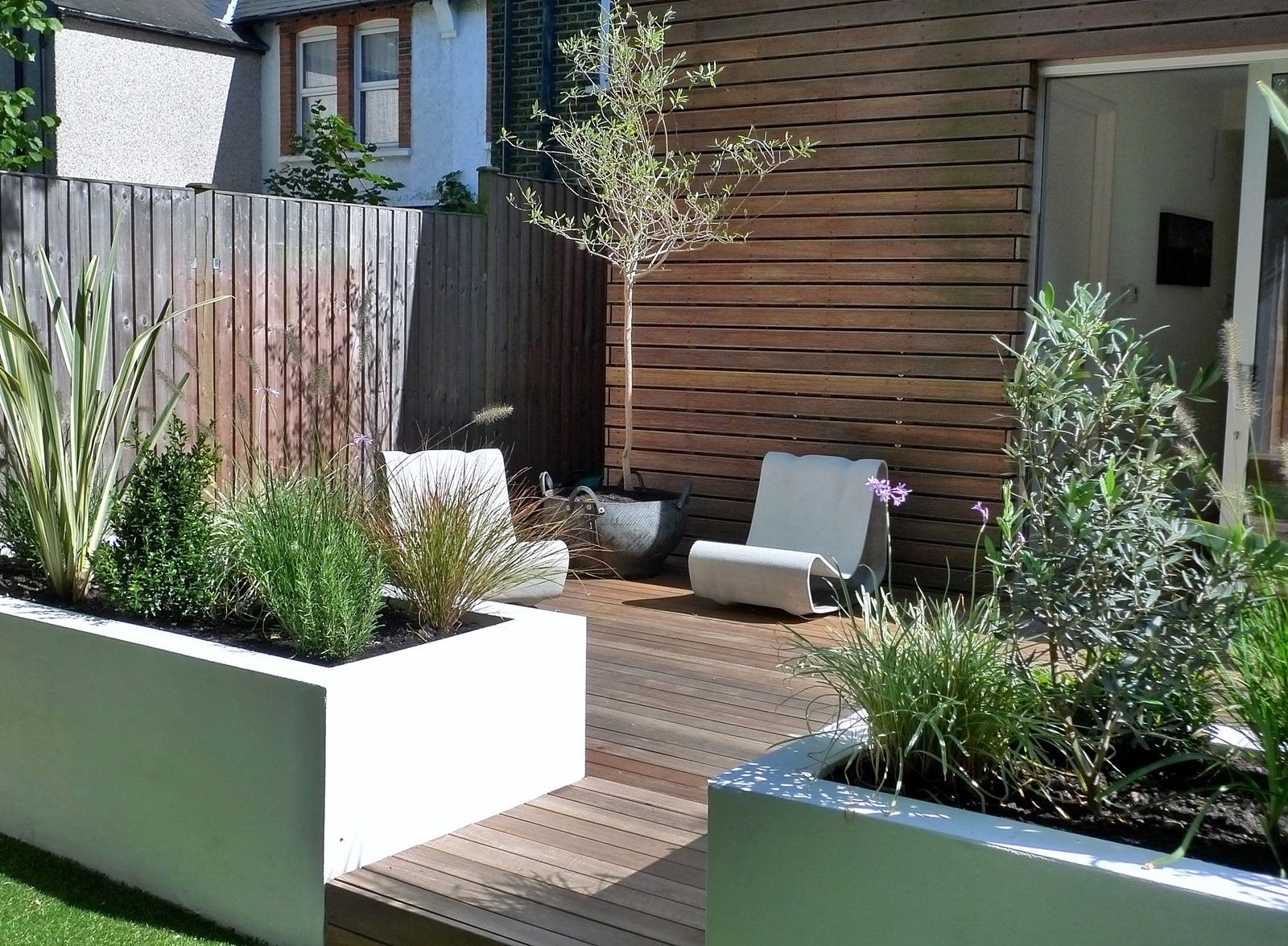 clapham and balham modern garden design decking planting artificial lawn grass hardwood privacy screen indoor outdoor space (13)