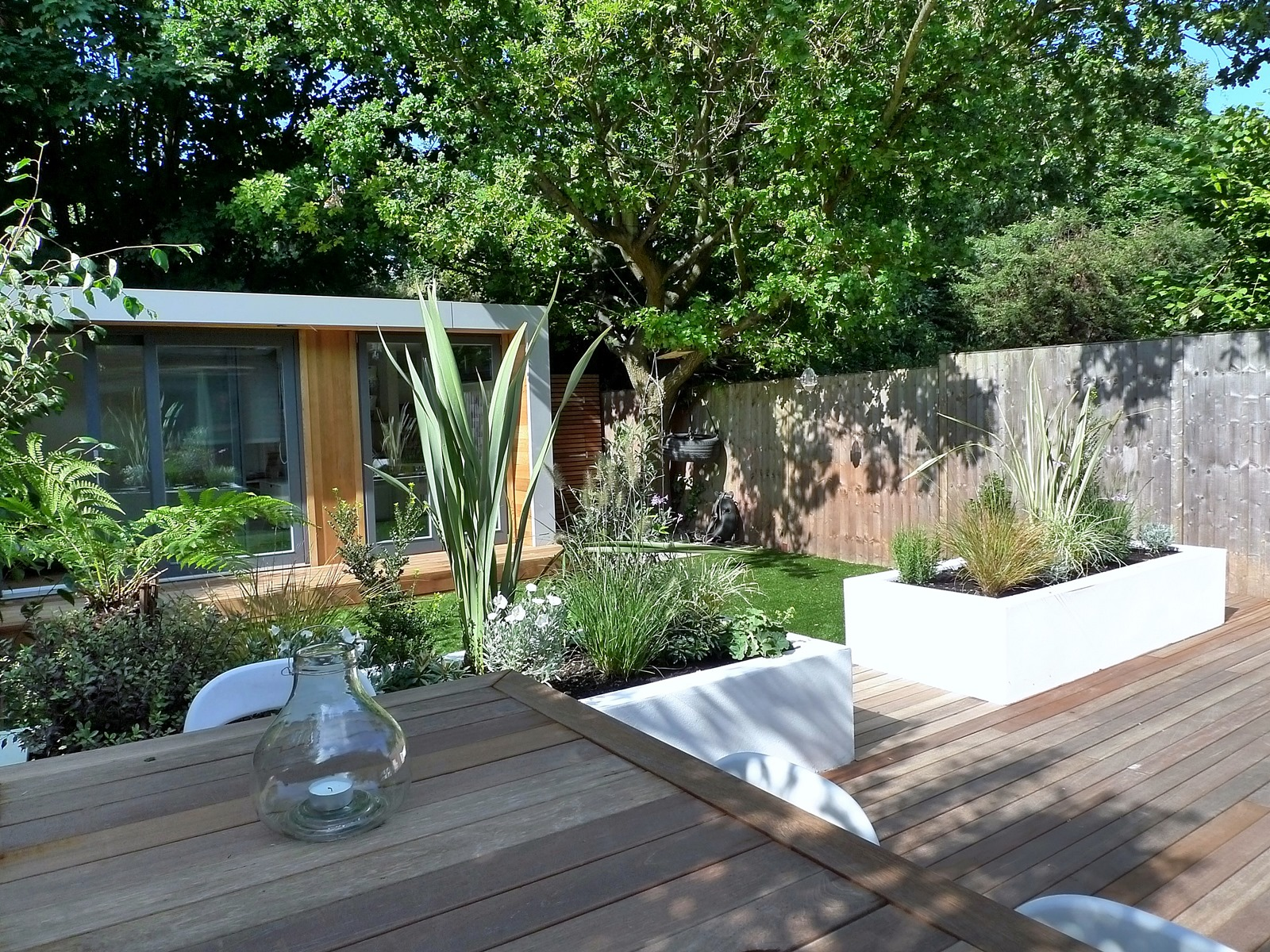 clapham and balham modern garden design decking planting artificial lawn grass hardwood privacy screen indoor outdoor space (3)