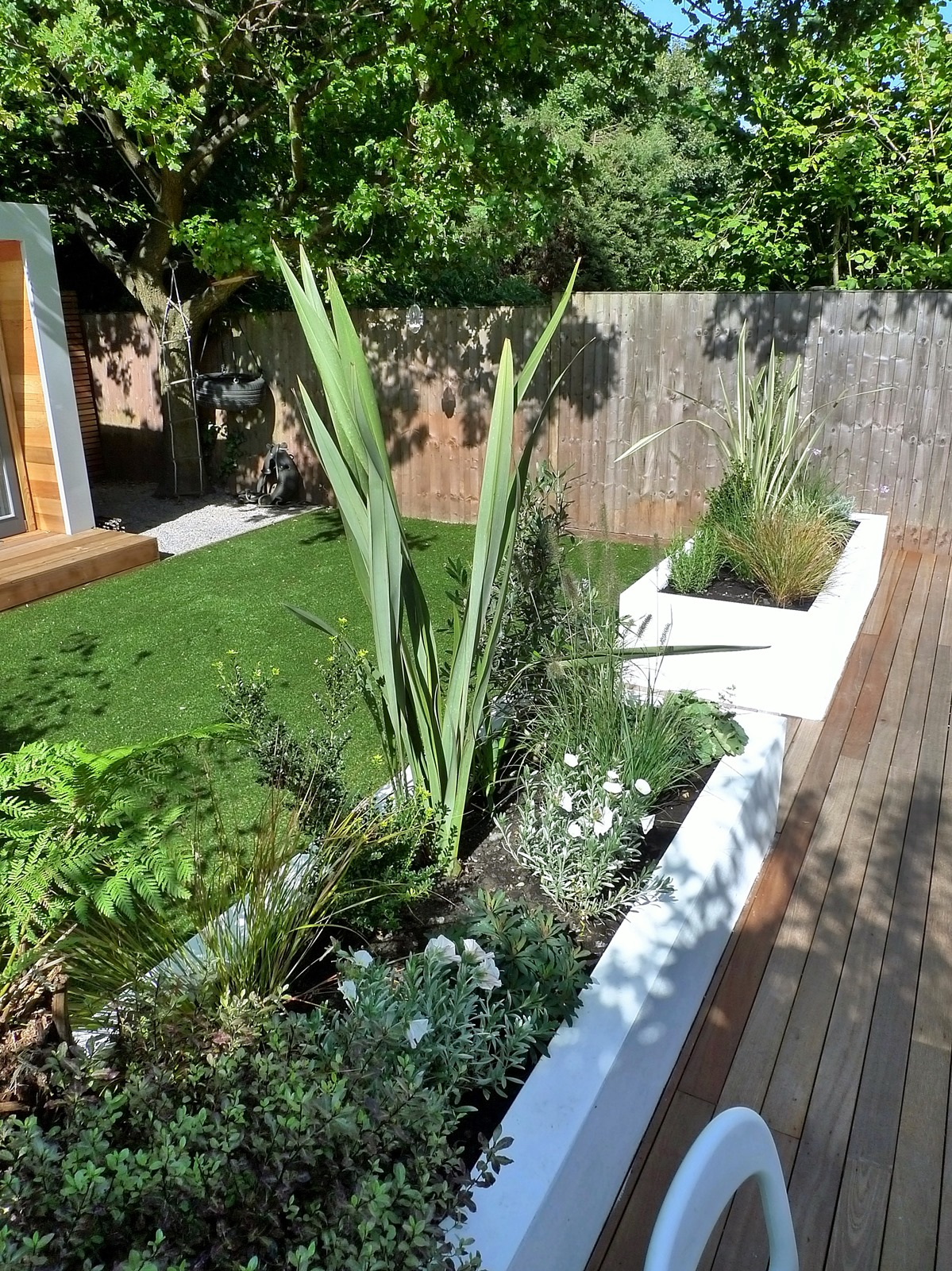 Clapham and balham modern garden design decking planting for Garden decking and grass