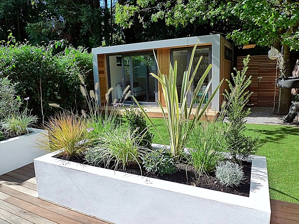 Fake garden privacy ideas photograph garden design decking for Planting plans with grasses