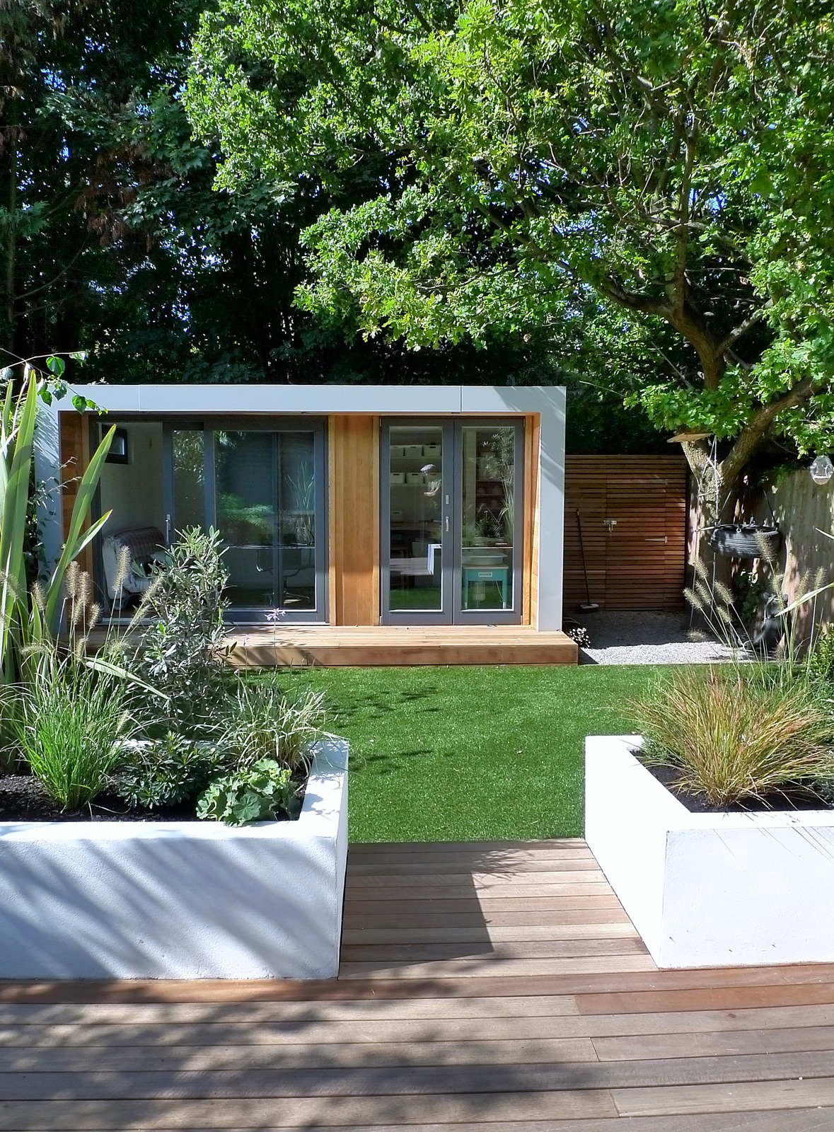 clapham and balham modern garden design decking planting artificial lawn grass hardwood privacy screen indoor outdoor space (9)