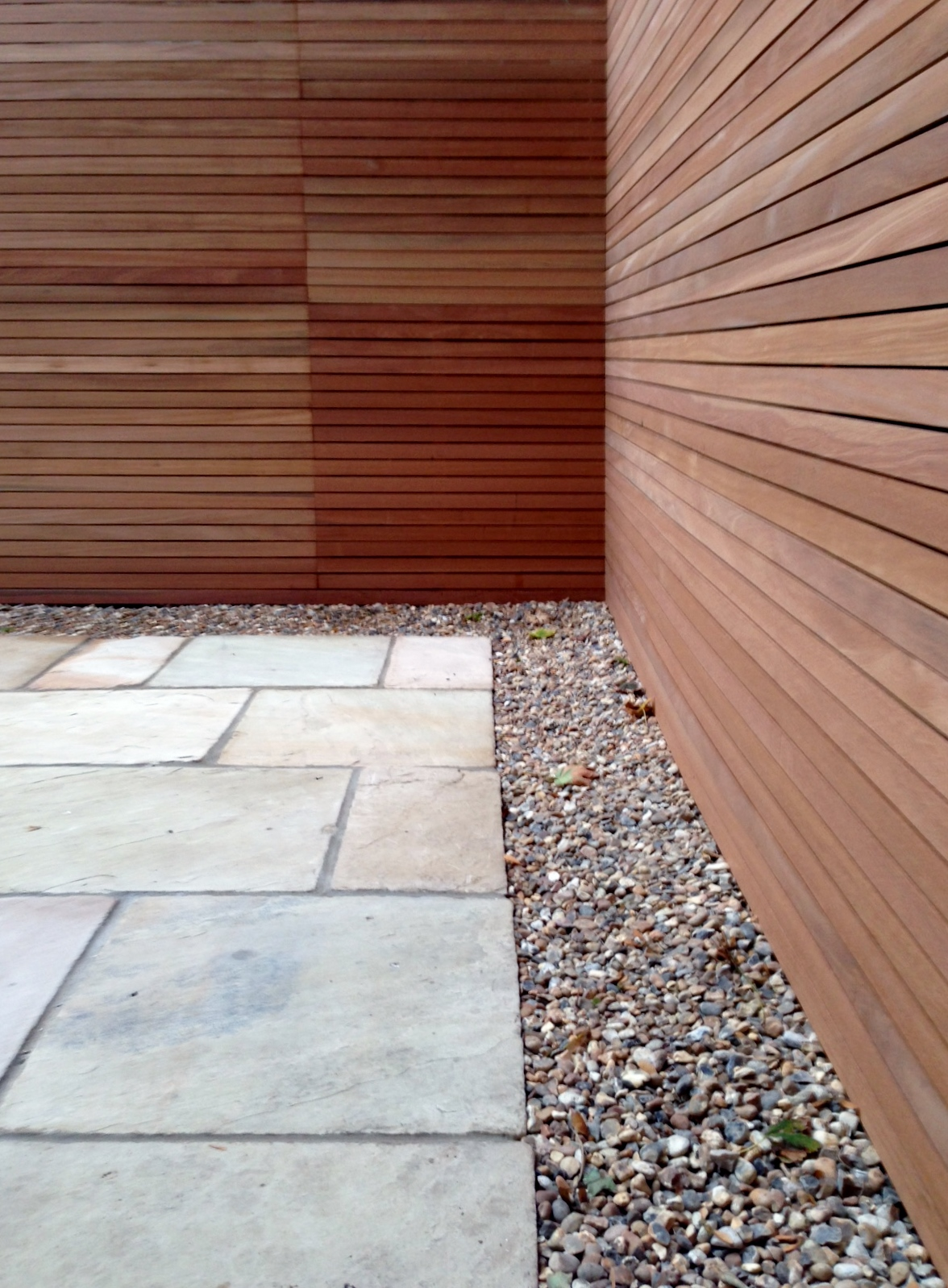 clapham garden design sandstone paving hardwood privacy screen shingle trellis fence modern low maintenance ideas (13)