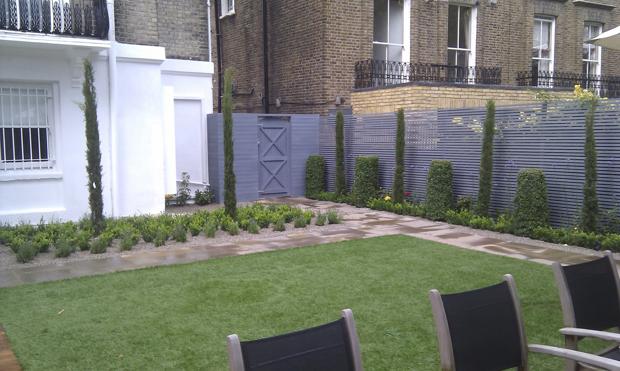 modern garden design london slatted grey privacy screen sandstone paving easy grass balau hardwood decking (10)