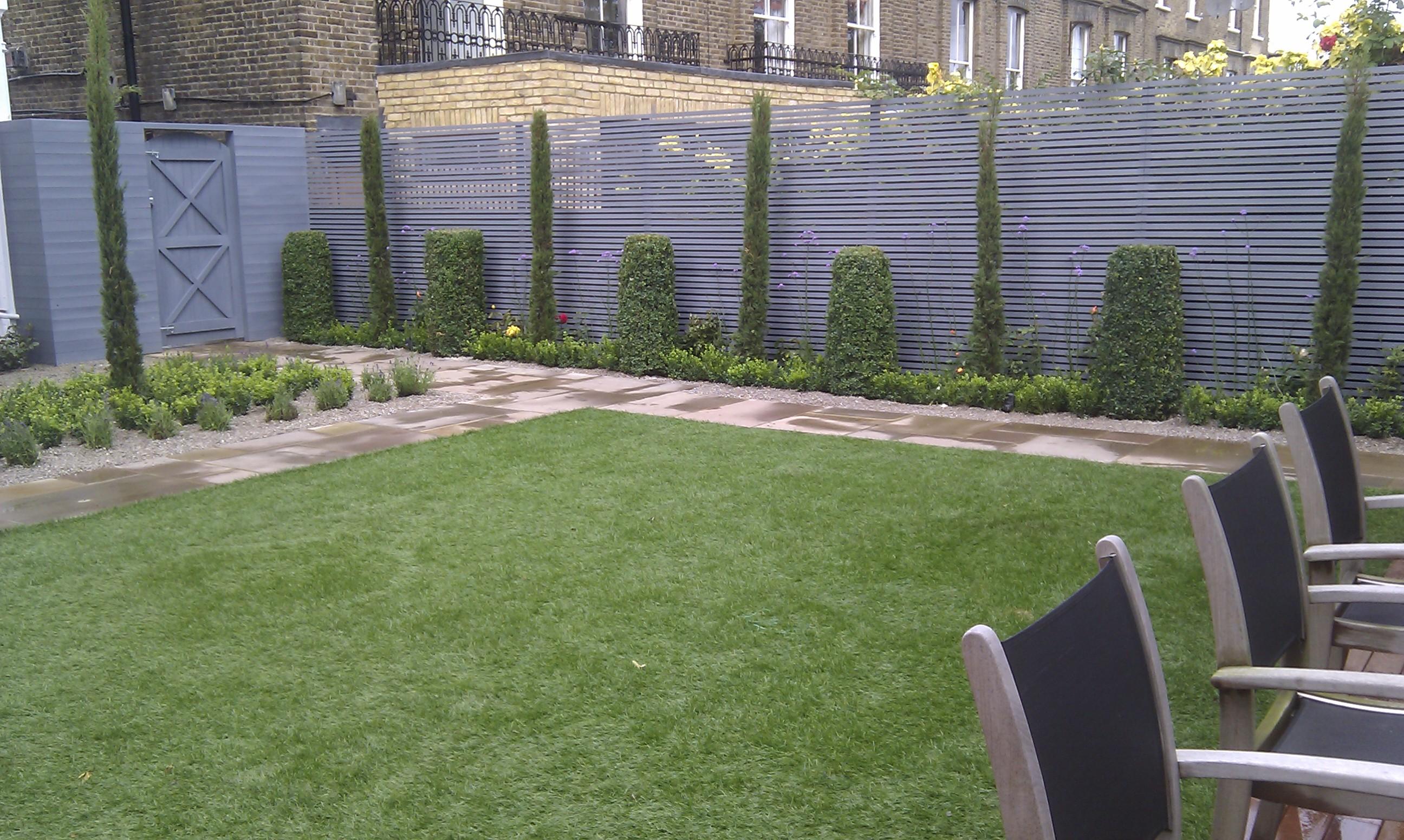 modern garden design london slatted grey privacy screen sandstone paving easy grass balau hardwood decking (11)