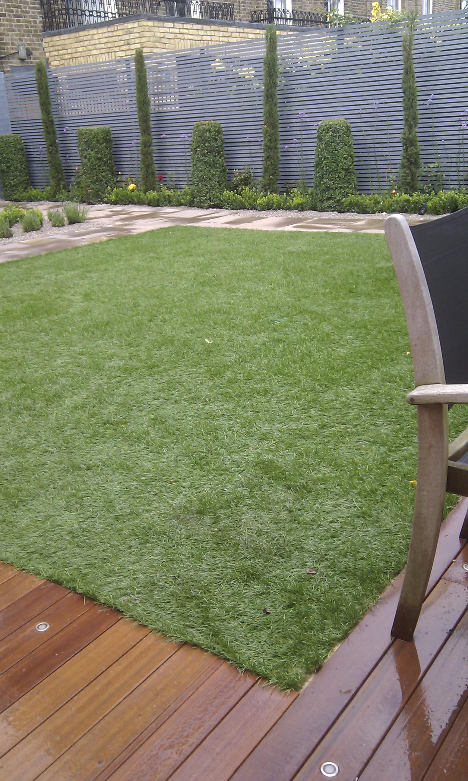 modern garden design london slatted grey privacy screen sandstone paving easy grass balau hardwood decking (12)