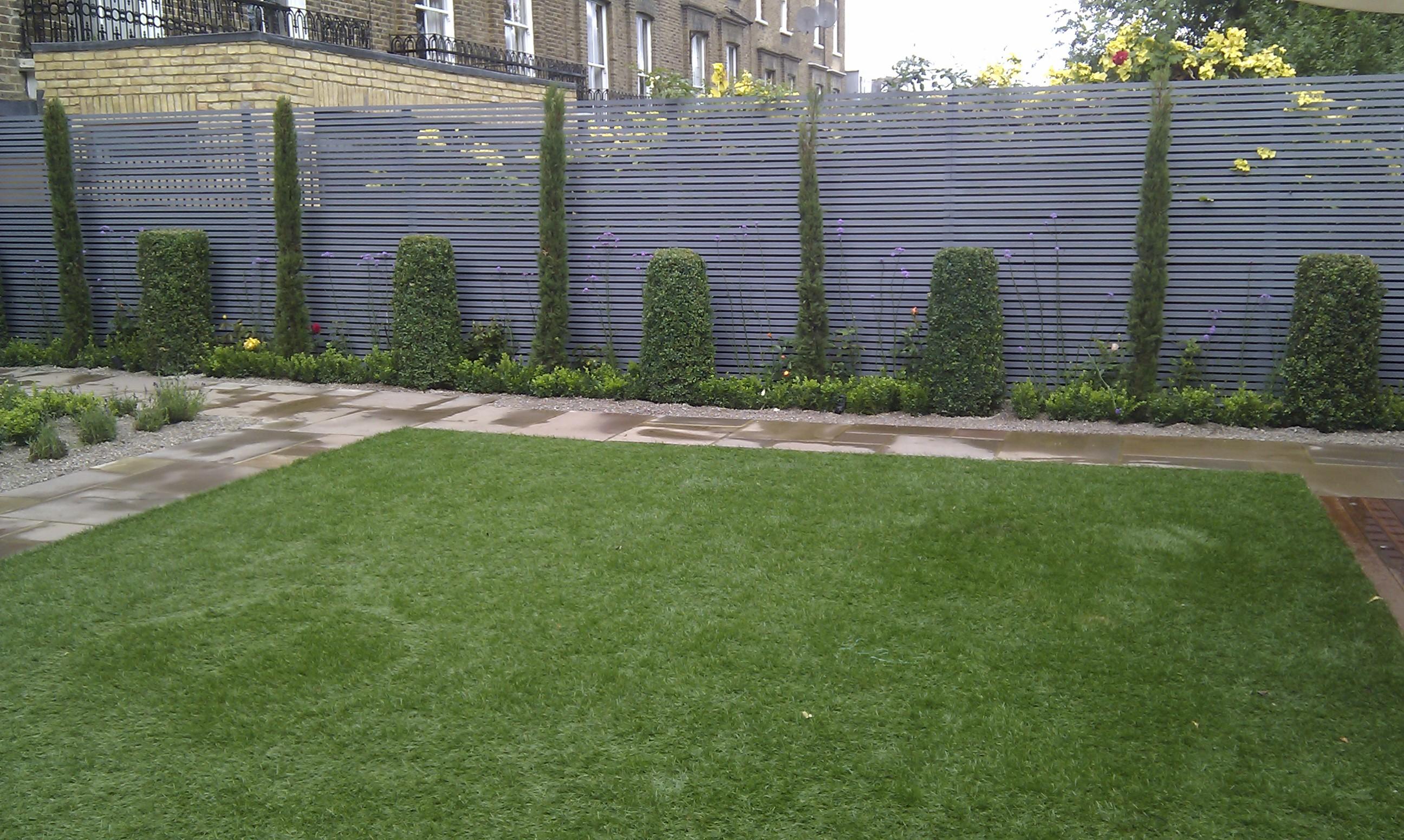 modern garden design london slatted grey privacy screen sandstone paving easy grass balau hardwood decking (14)