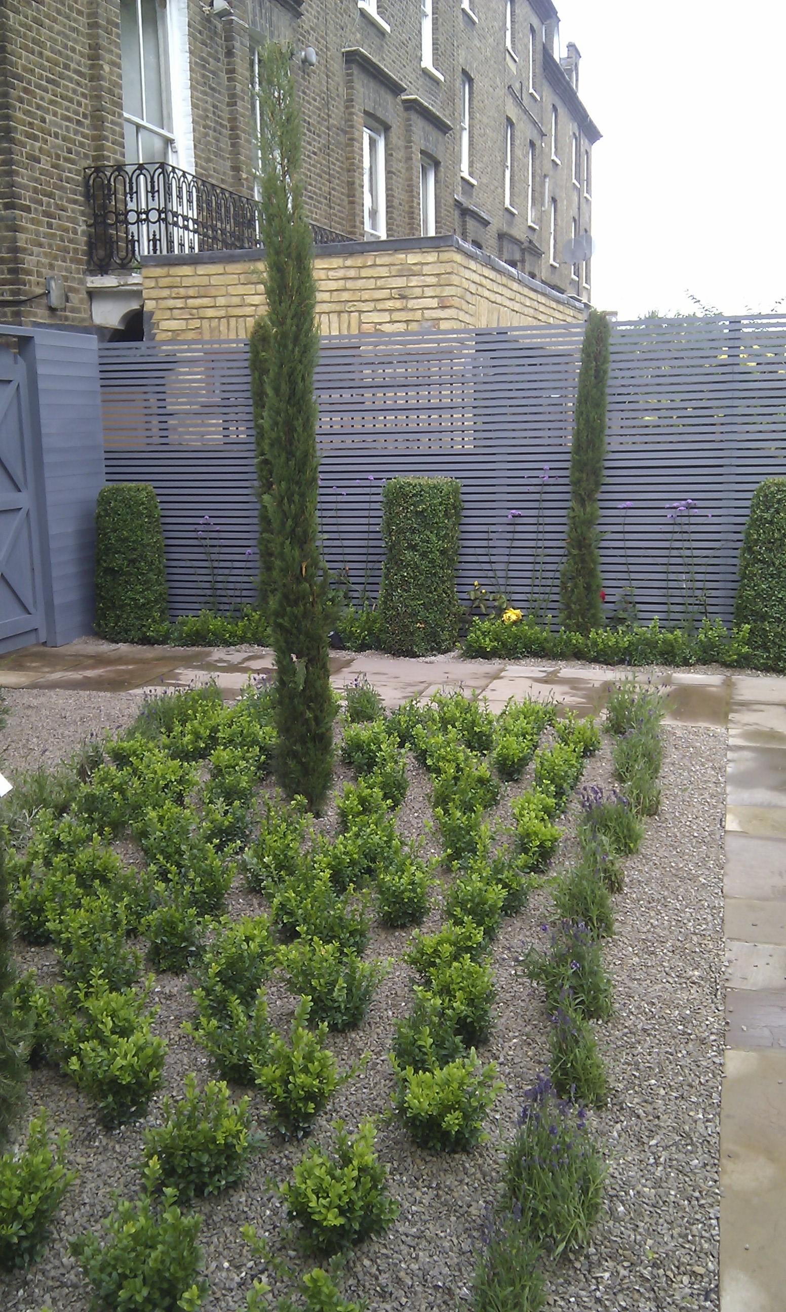 modern garden design london slatted grey privacy screen sandstone paving easy grass balau hardwood decking (16)