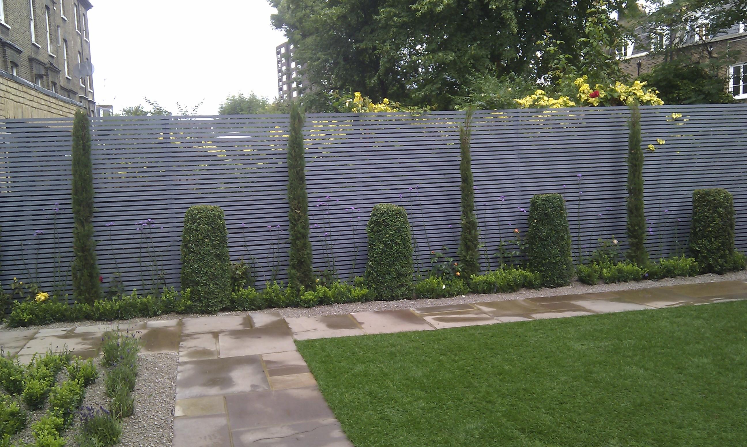 modern garden design london slatted grey privacy screen sandstone paving easy grass balau hardwood decking (17)