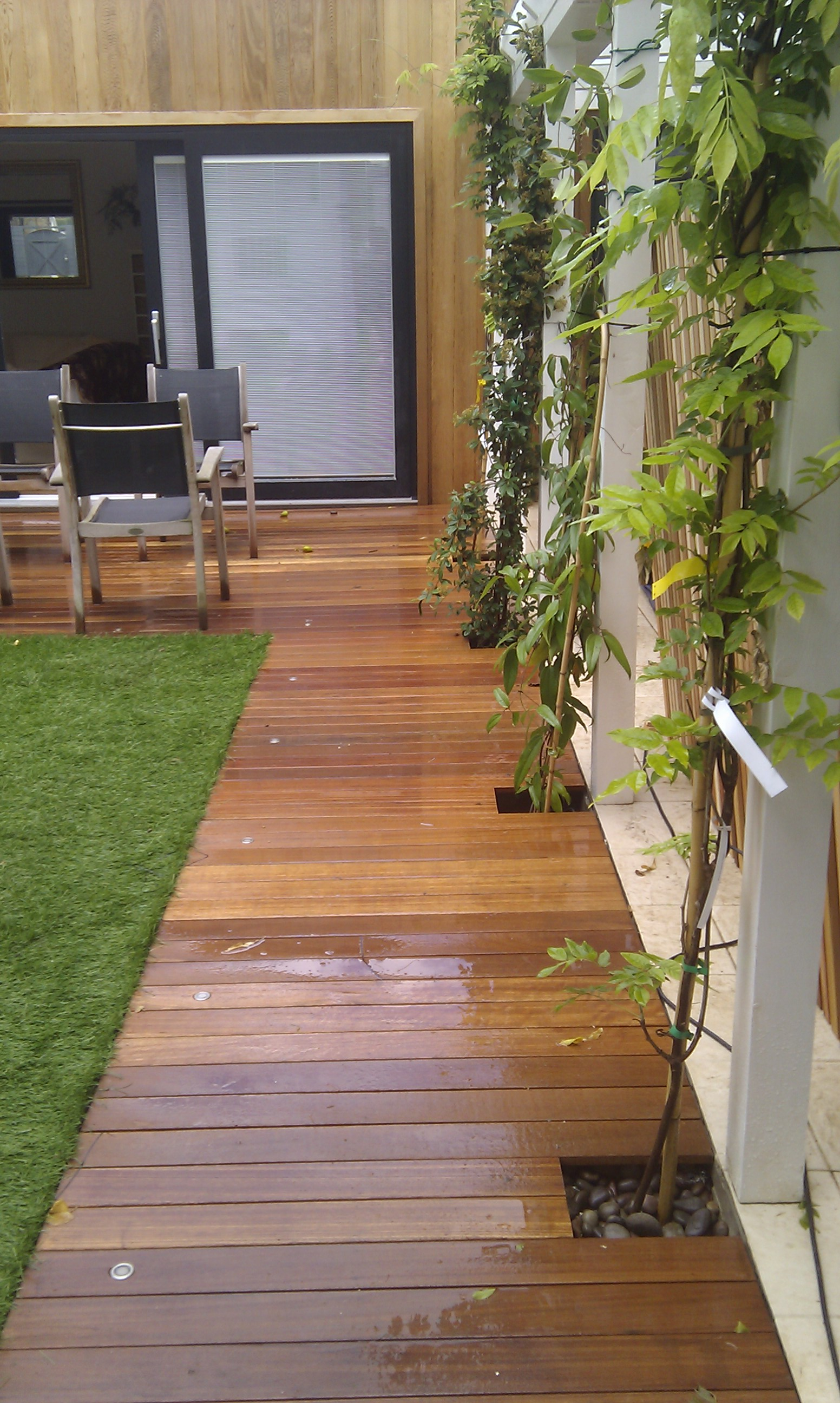 modern garden design london slatted grey privacy screen sandstone paving easy grass balau hardwood decking (18)