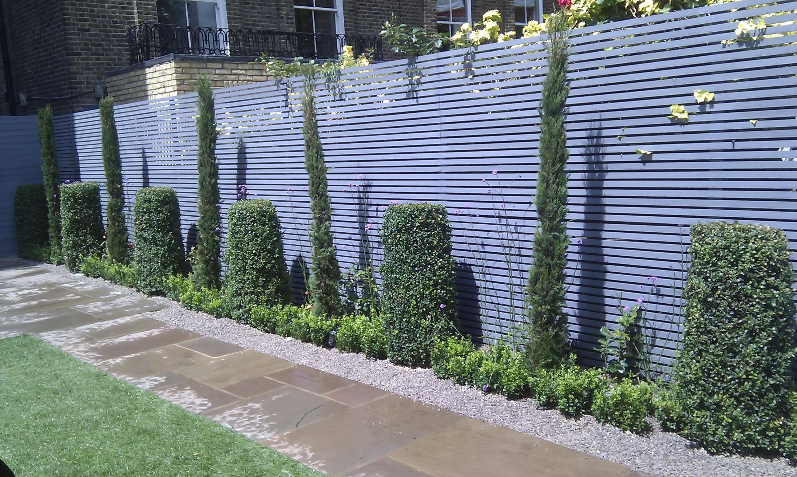 modern garden design london slatted grey privacy screen sandstone paving easy grass balau hardwood decking (2)