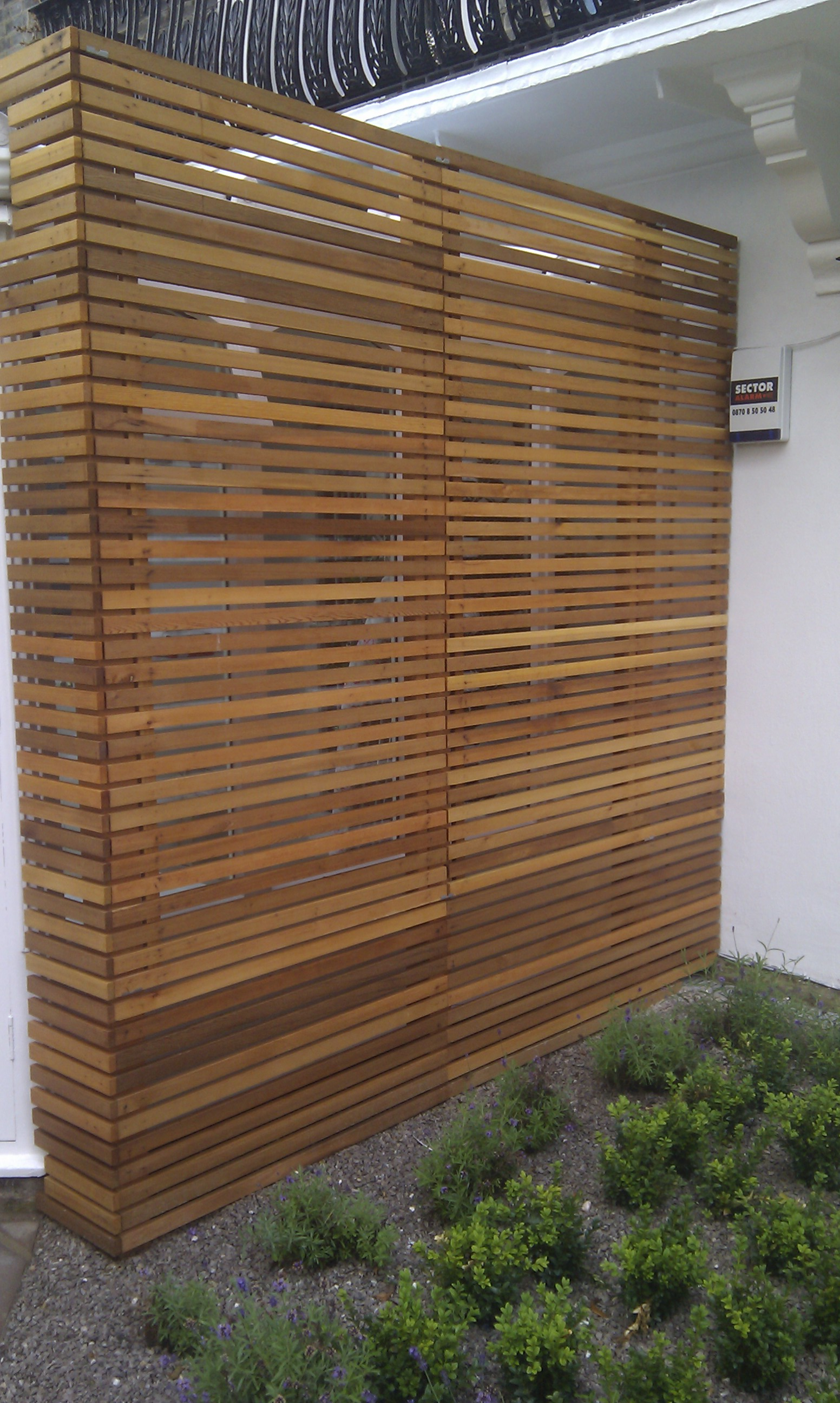 modern garden design london slatted grey privacy screen sandstone paving easy grass balau hardwood decking (22)