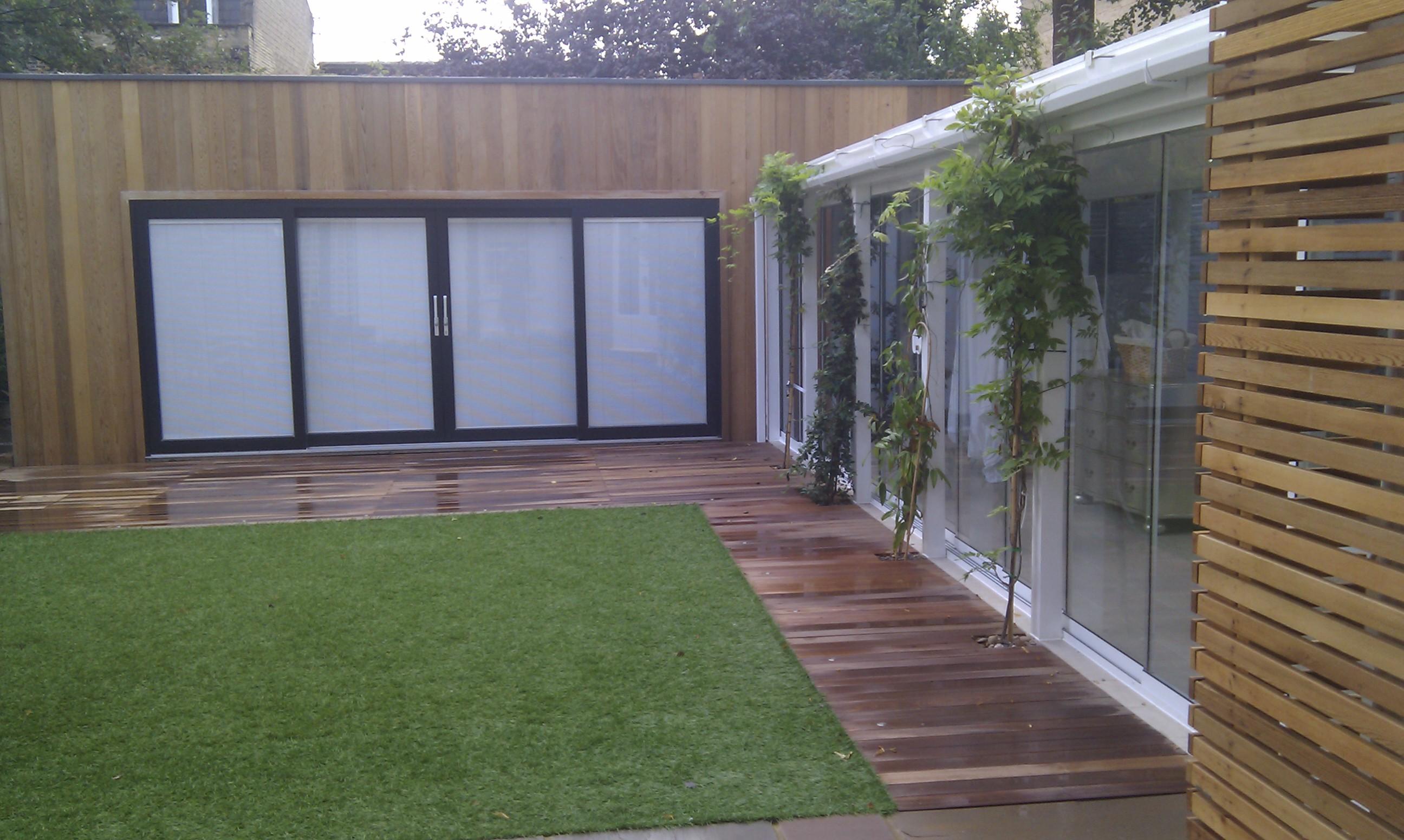 modern garden design london slatted grey privacy screen sandstone paving easy grass balau hardwood decking (25)