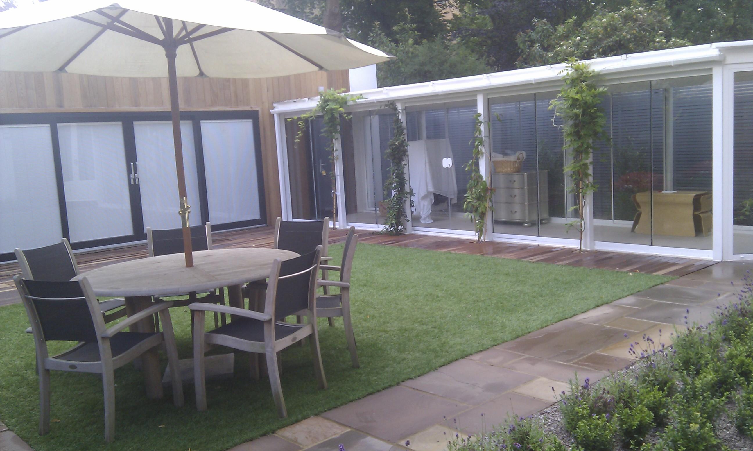 modern garden design london slatted grey privacy screen sandstone paving easy grass balau hardwood decking (27)