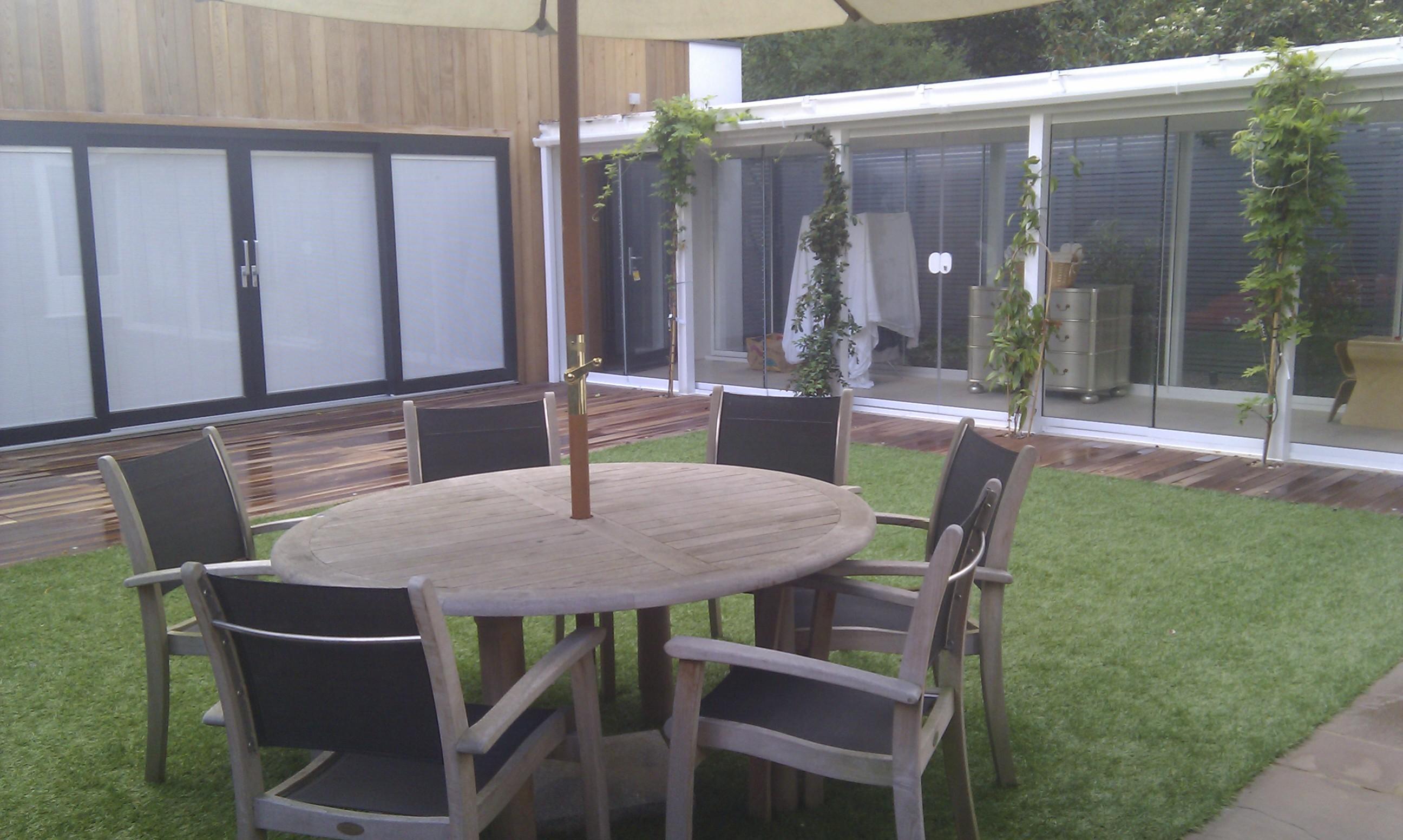 modern garden design london slatted grey privacy screen sandstone paving easy grass balau hardwood decking (28)