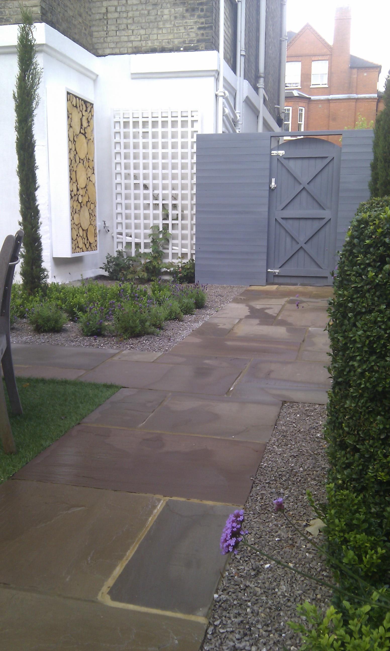 modern garden design london slatted grey privacy screen sandstone paving easy grass balau hardwood decking (30)